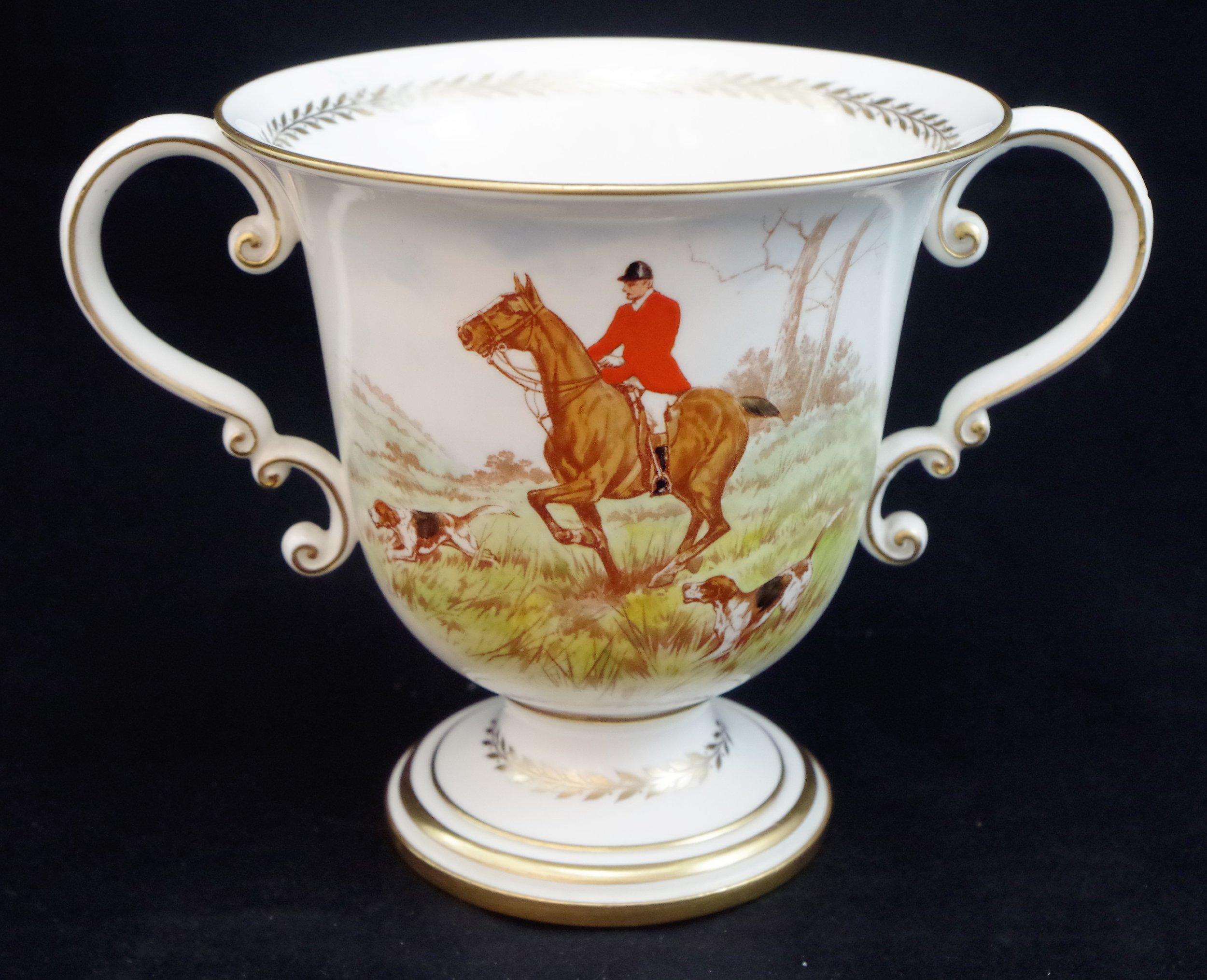 royal-crown-derby-large-trophy-vase-hunting-scene-reverse