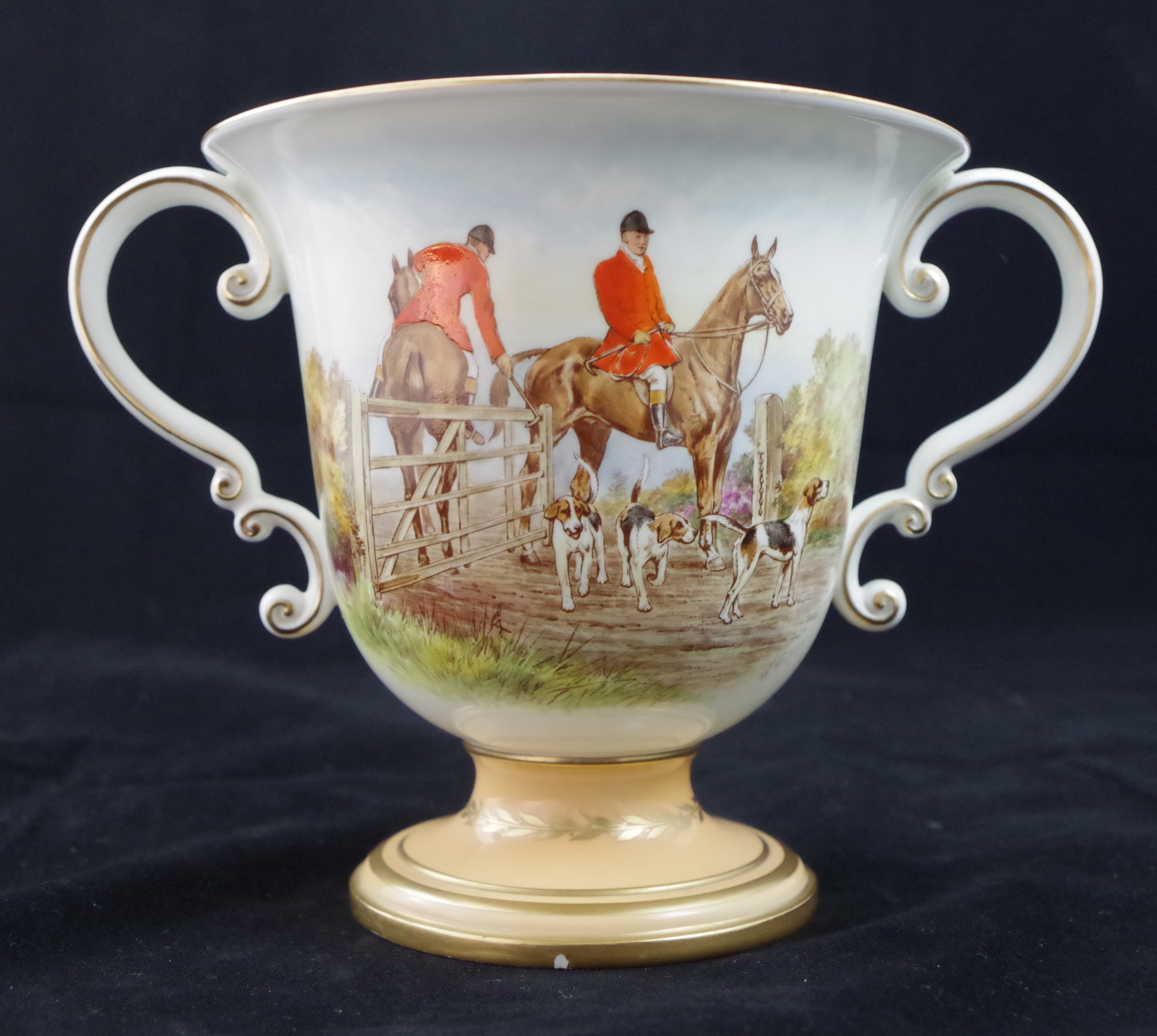 royal-crown-derby-large-trophy-vase-golden-fawn-ground-hunting-scene-mosley-reverse