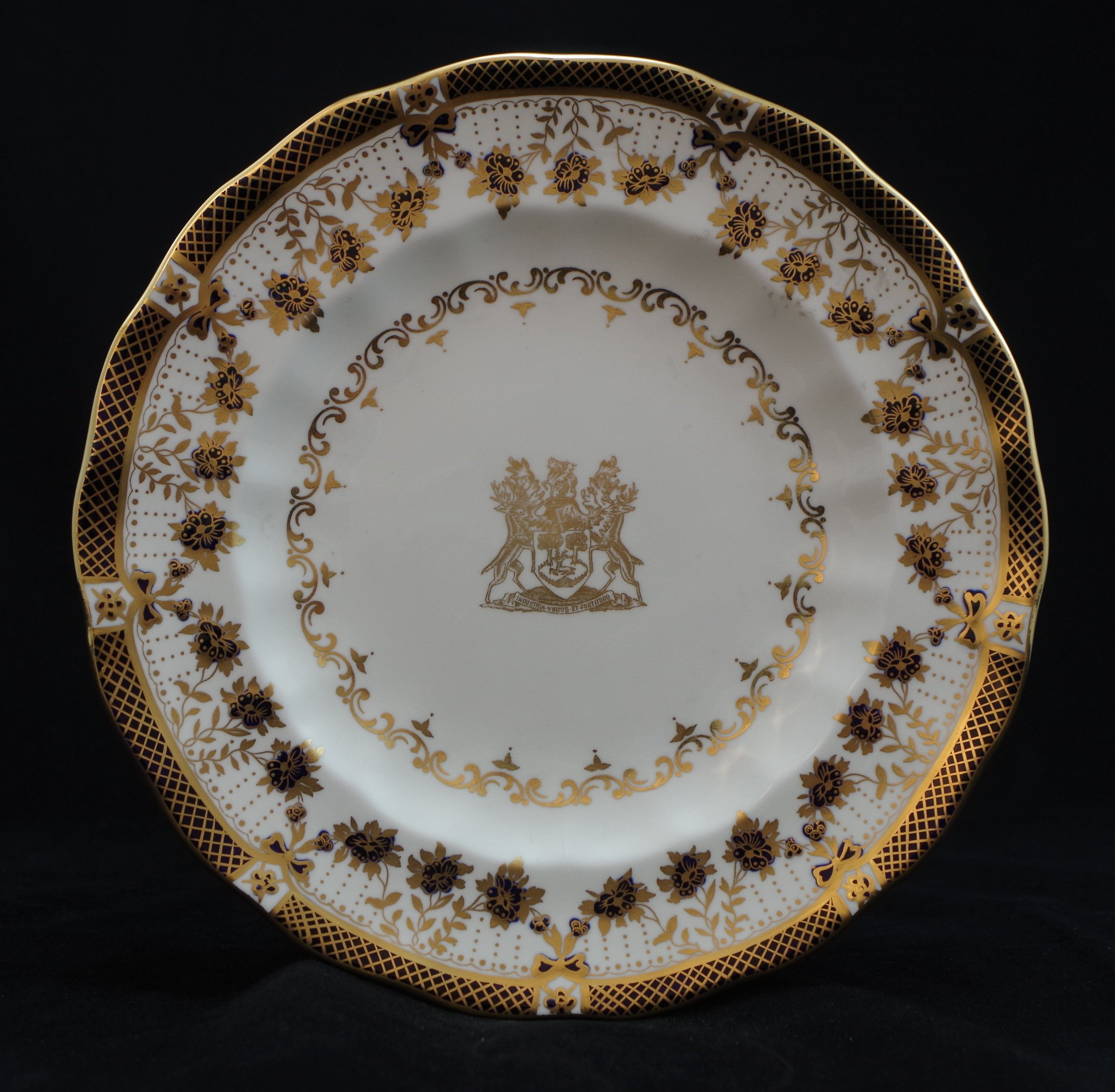 royal-crown-derby-blue-enamel-borough-of-derby-crest