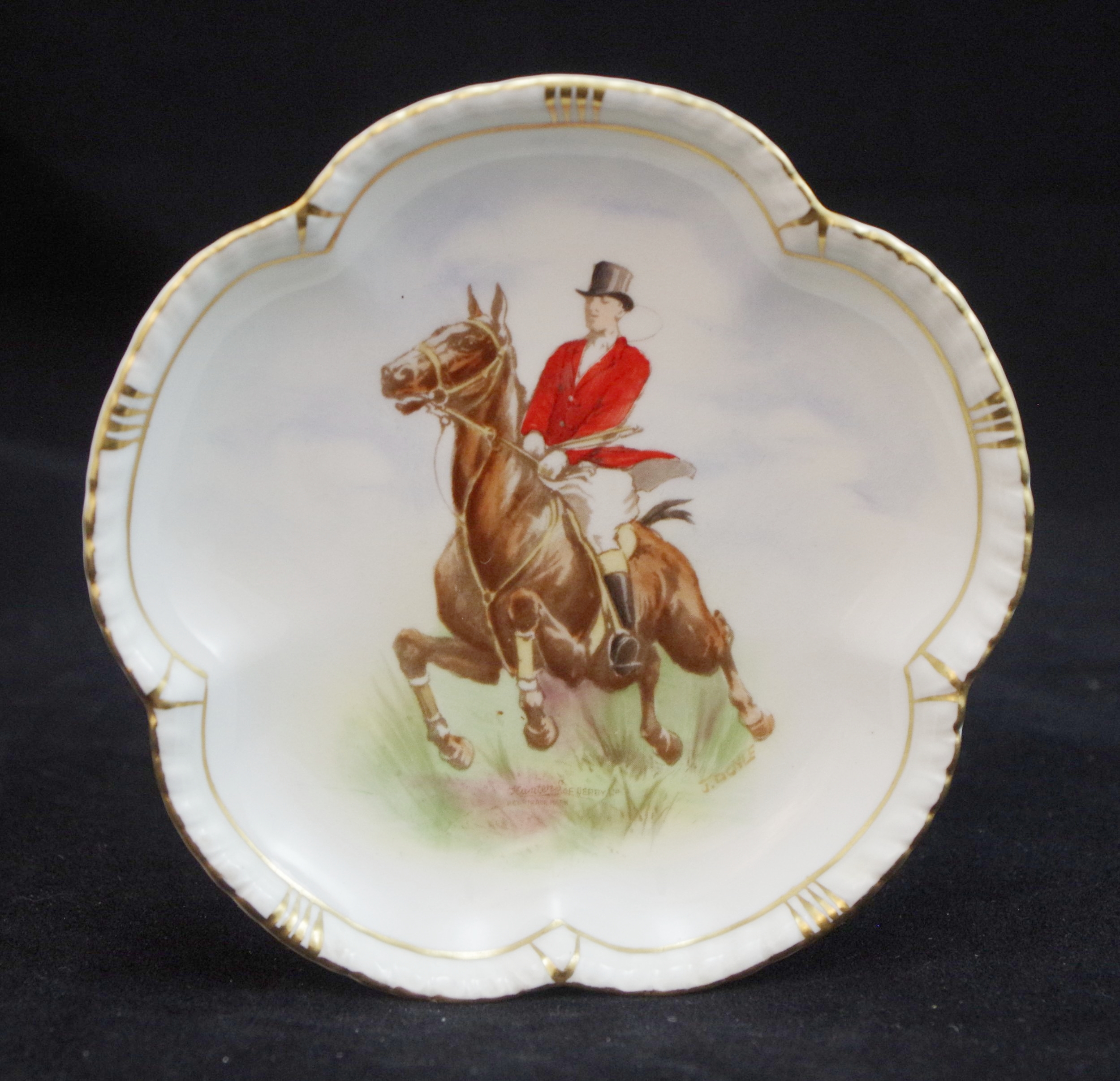 royal-crown-derby-tudor-petal-tray-hunters