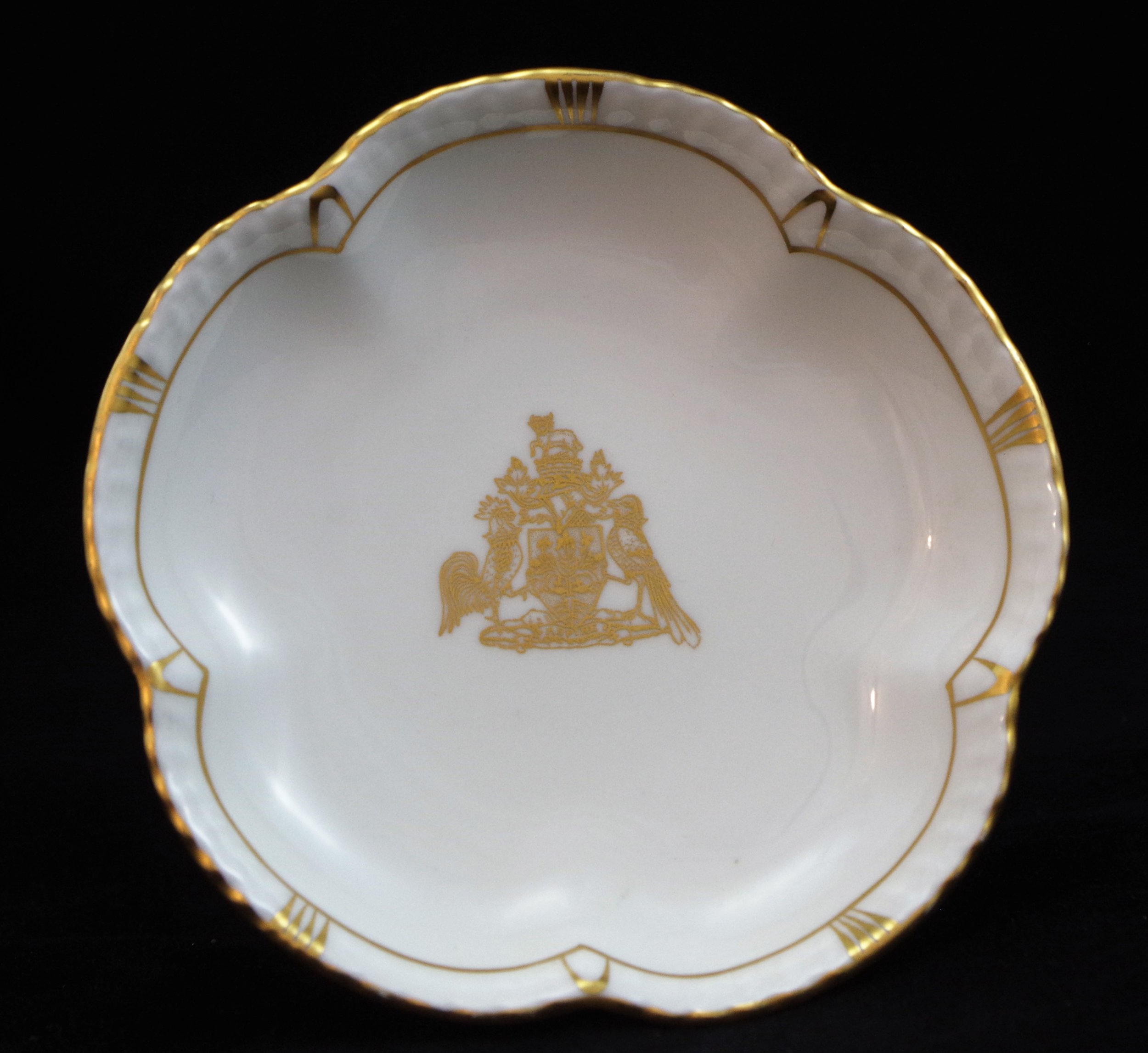 royal-crown-derby-tudor-petal-tray-aspire