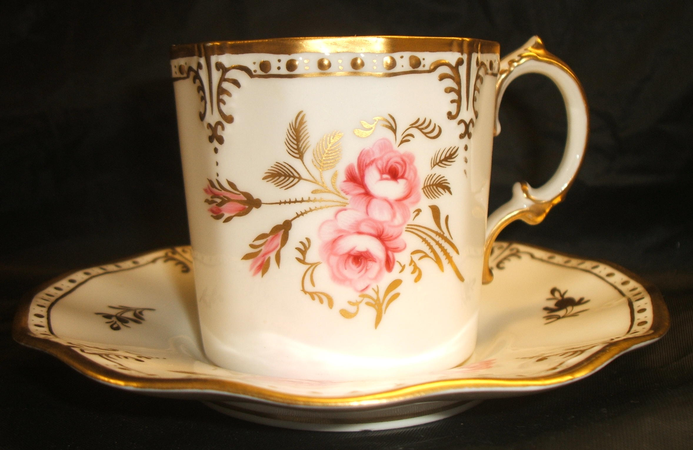 royal-crown-derby-royal-shape-coffee-can-and-stand-royal-pinxton-roses-A1155