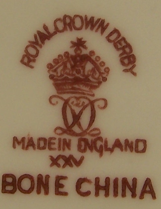 royal-crown-derby-tudor-rose-tray-corona-1962-mark