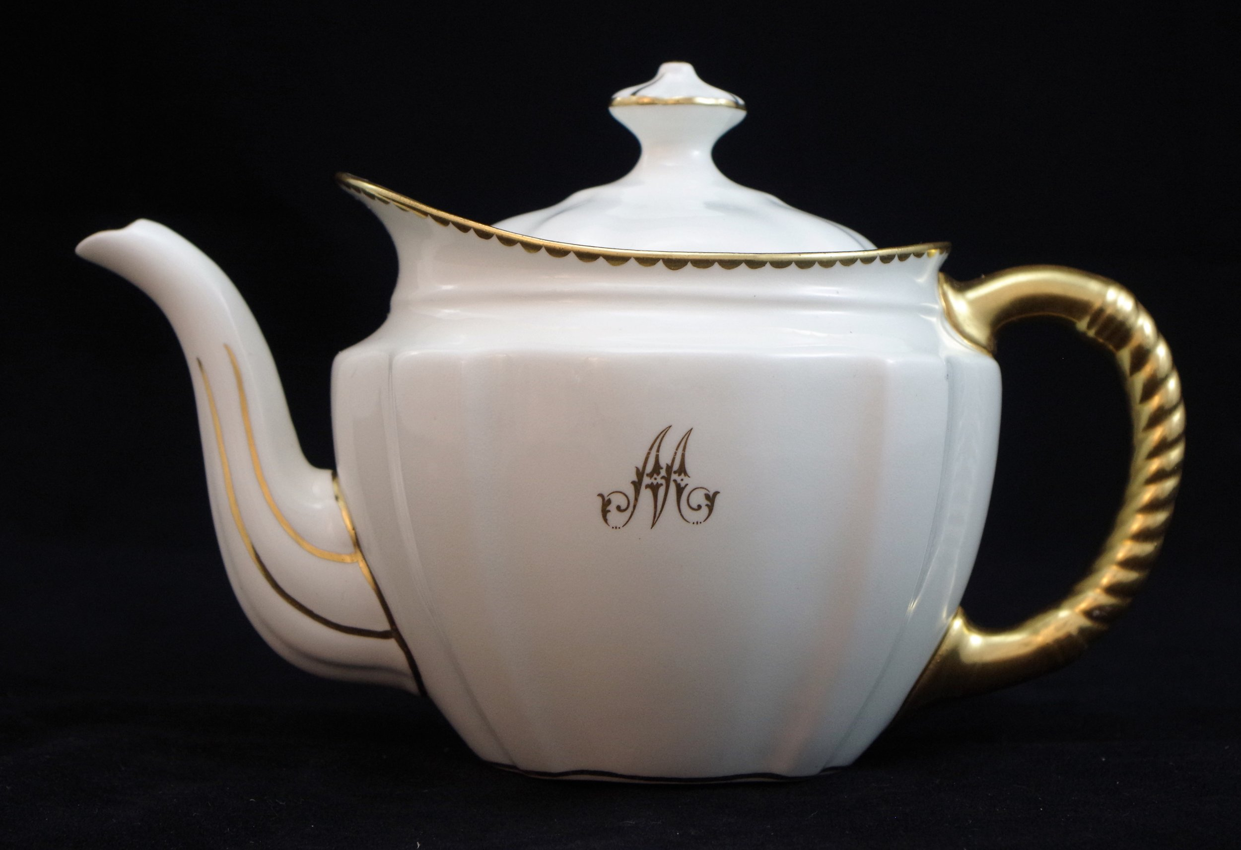 royal-crown-derby-surrey-teapot-m-monogram