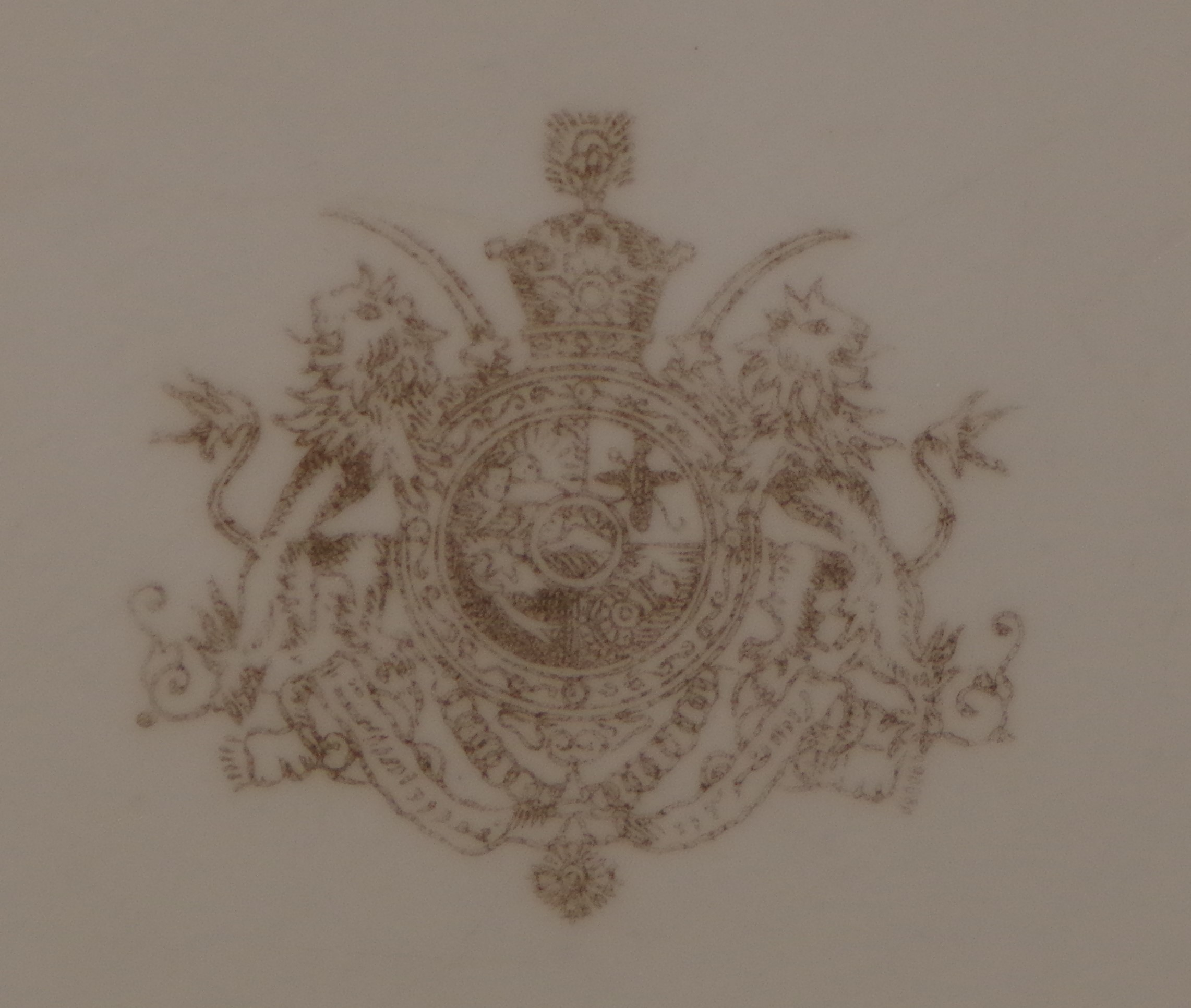 royal-crown-derby-shah-of-persia-heraldic-gold-A1066-crest-close-up