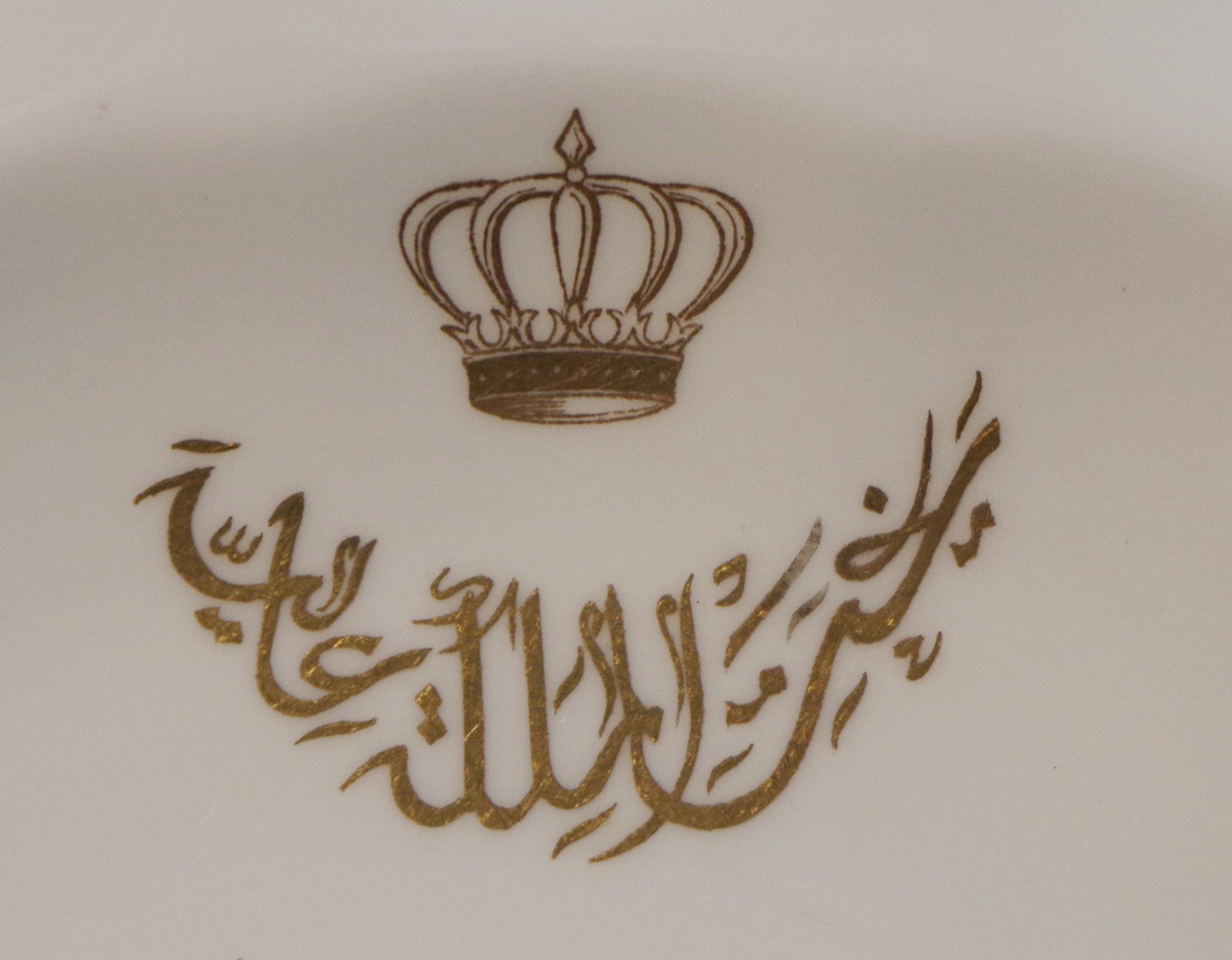 royal-crown-derby-king-faisal-II-iraq-royal-pinxton-roses-crest-close-up