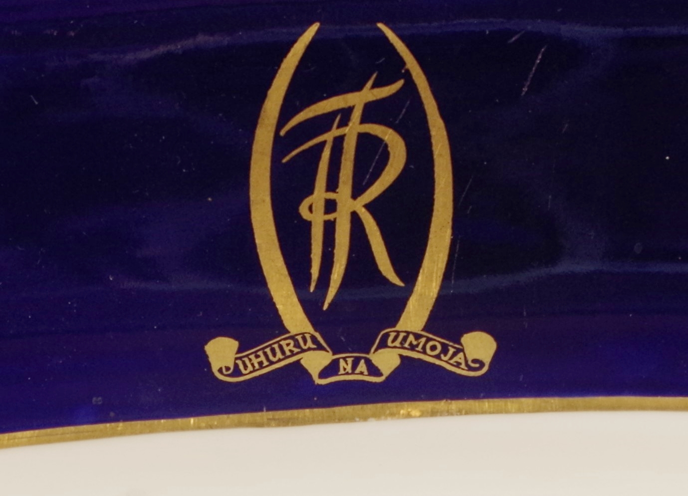 royal-crown-derby-dublin-shape-bread-and-butter-cobalt-ground-tanzania-independence-crest-close-up