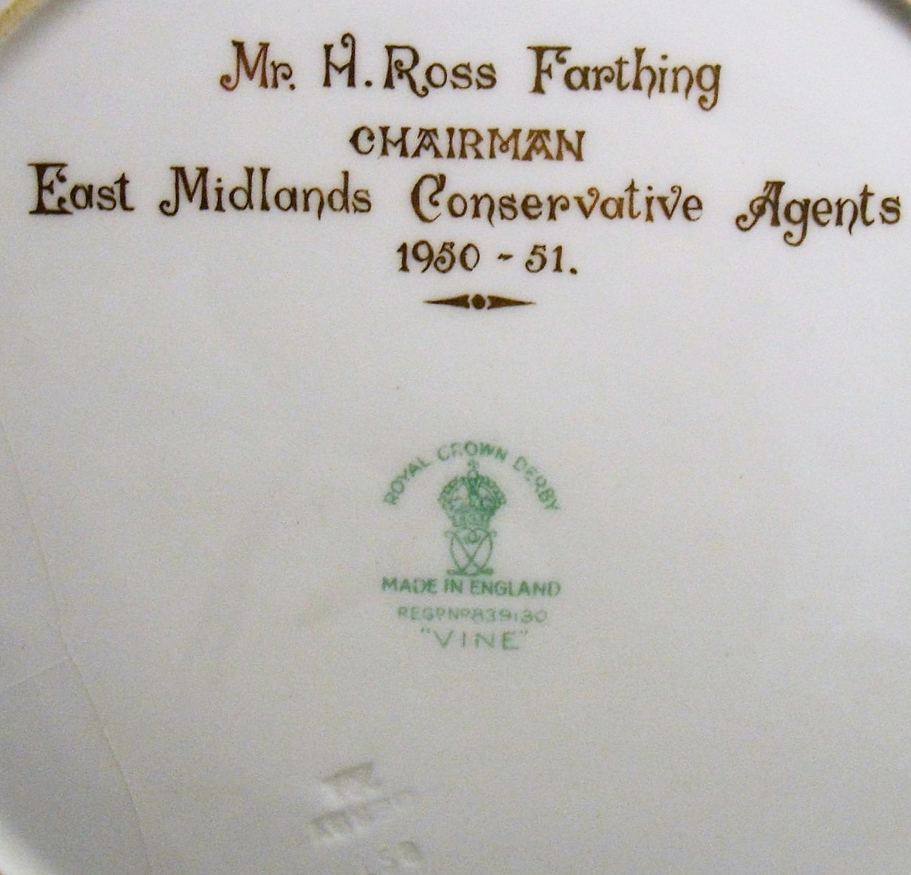 royal-crown-derby-vine-maroon-garnett-h-ross-farthing-A937-mark-and-inscription