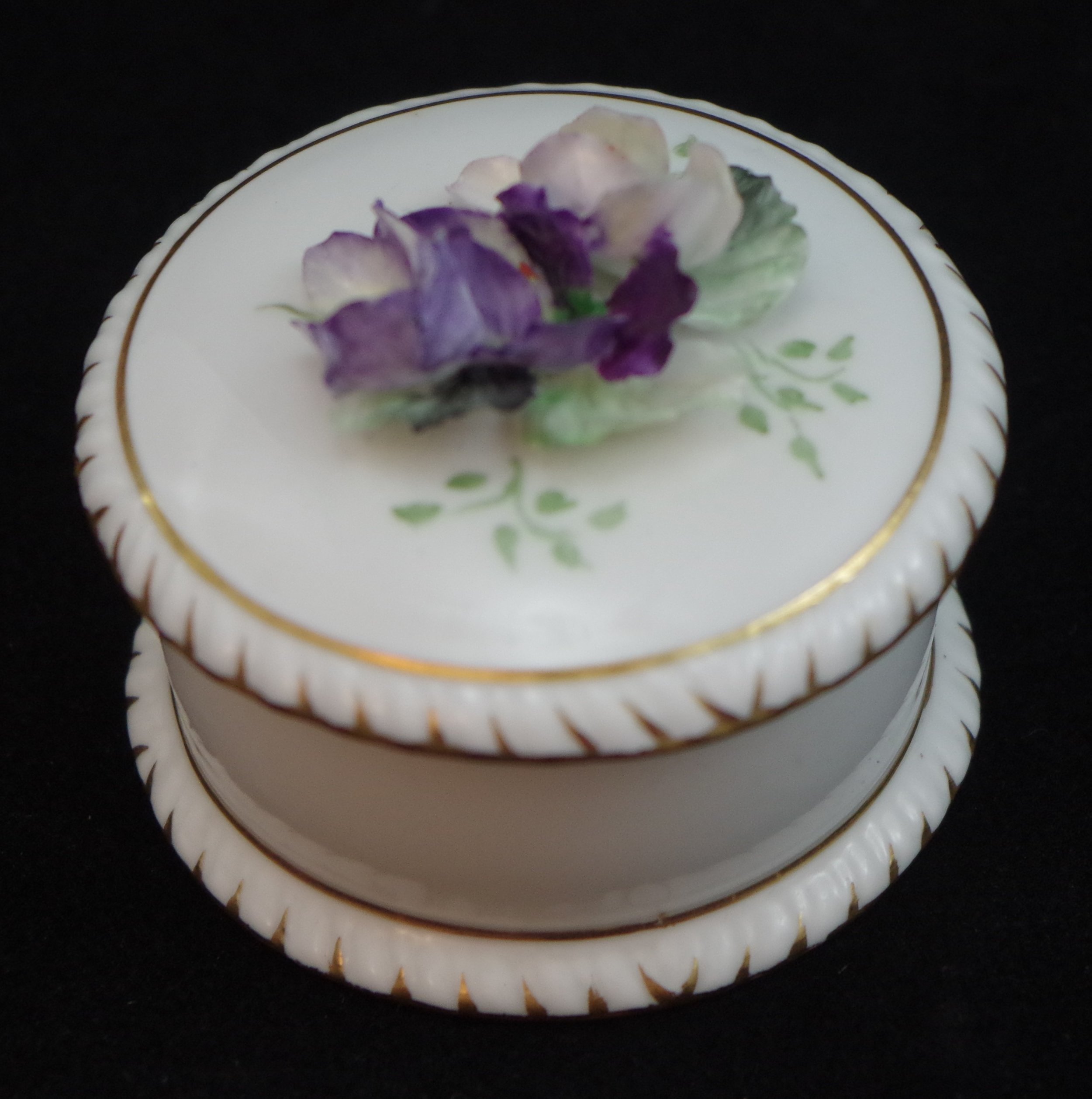 royal-crown-derby-shape-1009-hand-flowered-round-gadroon-box-b
