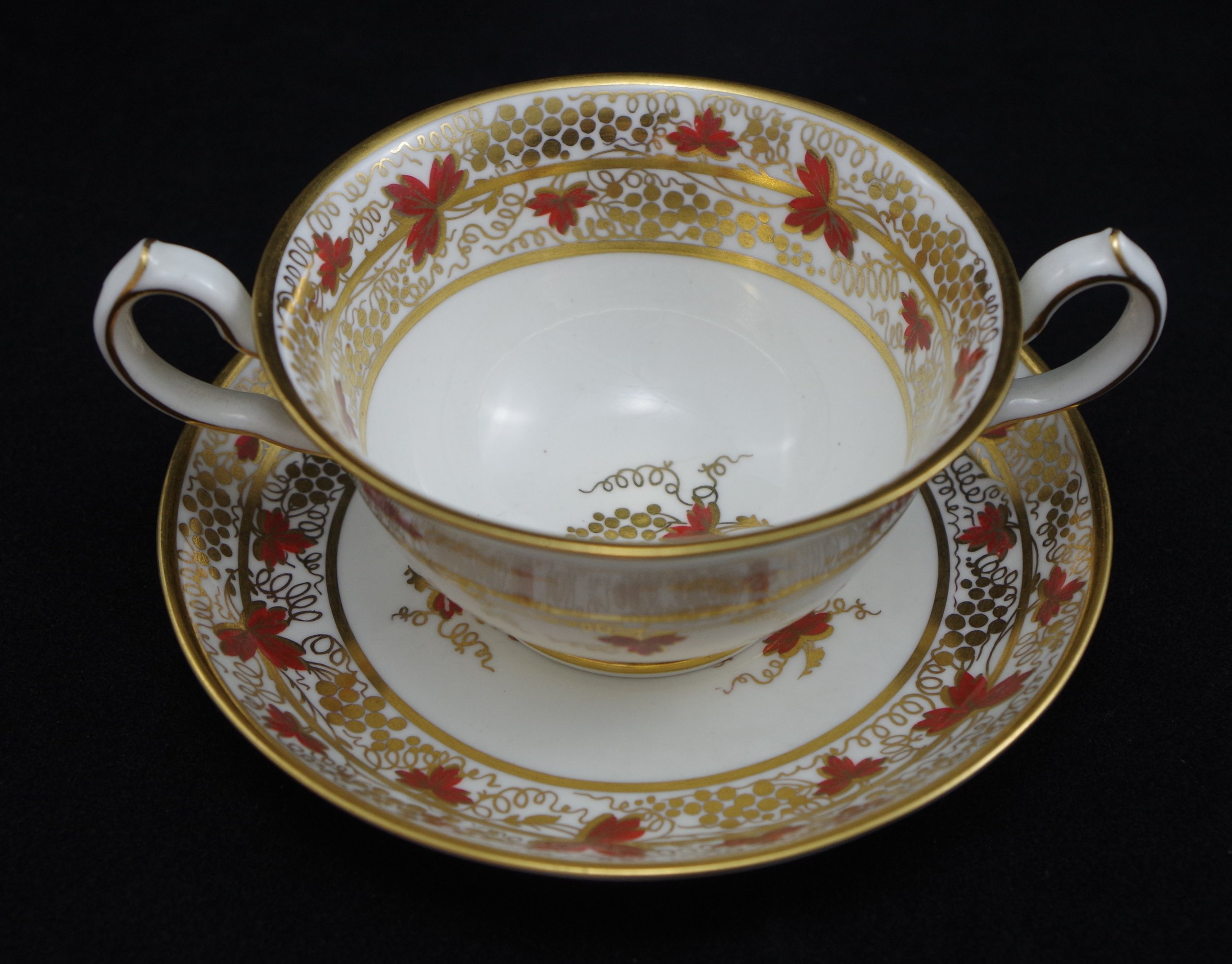 royal-crown-derby-ely-soup-and-stand-red-vine-pattern