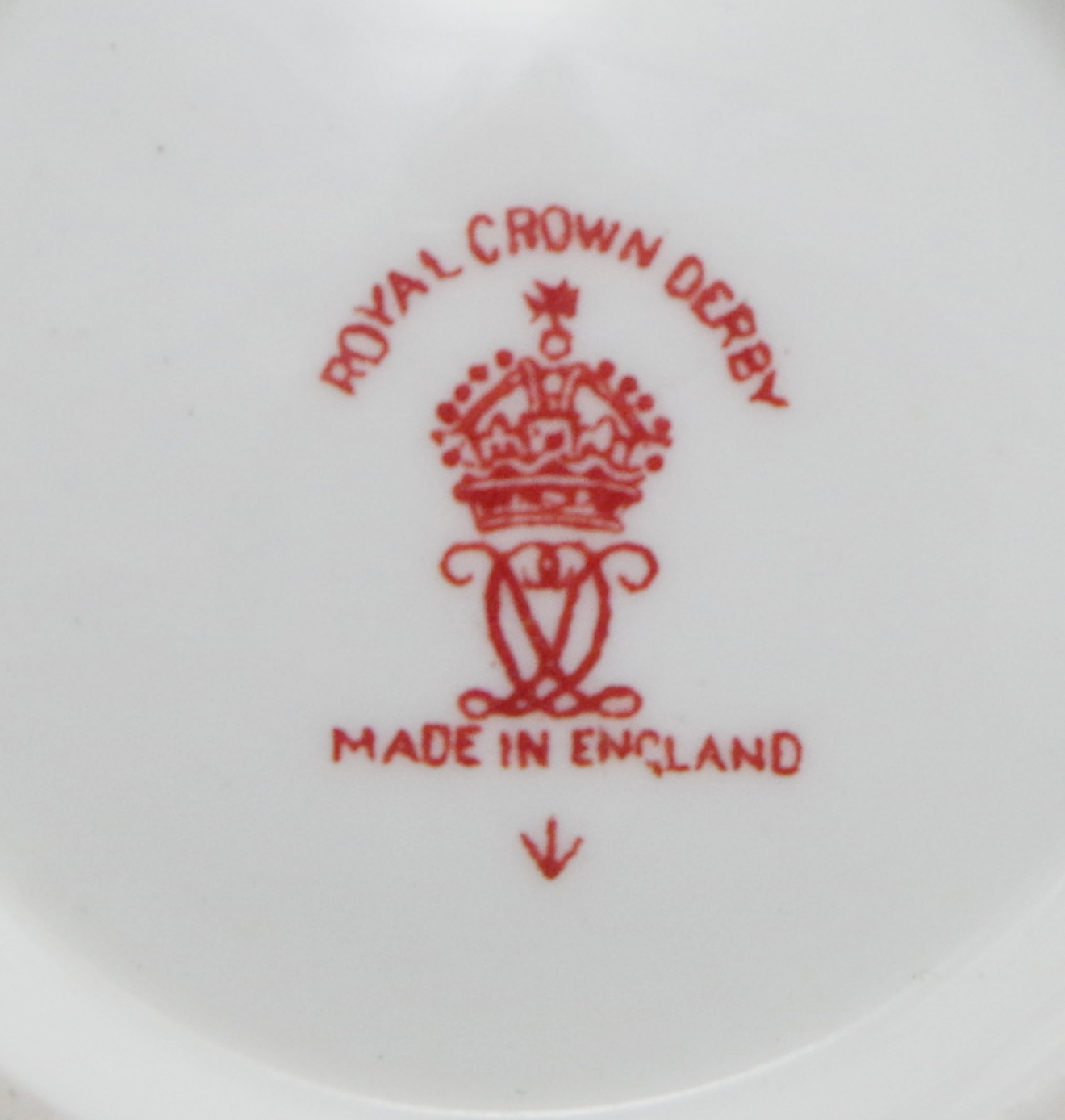 royal-crown-derby-ely-soup-and-stand-red-vine-pattern-mark