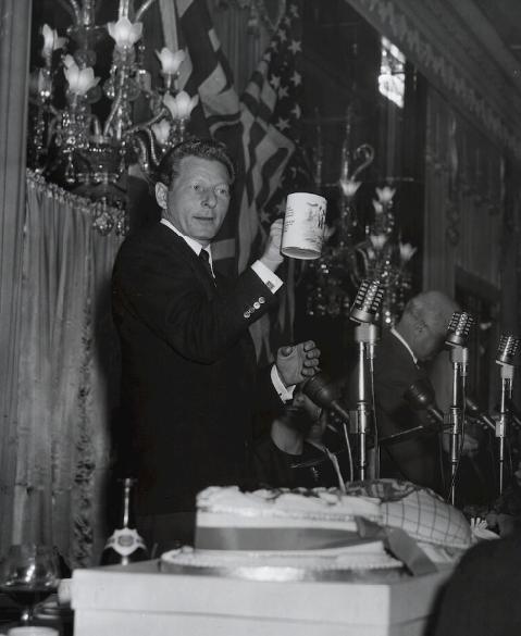 royal-crown-derby-hunting-tankard-danny-kaye-presentation-1955.png