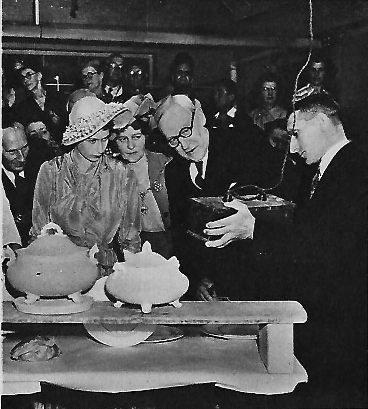 royal-crown-derby-princess-visit-1949