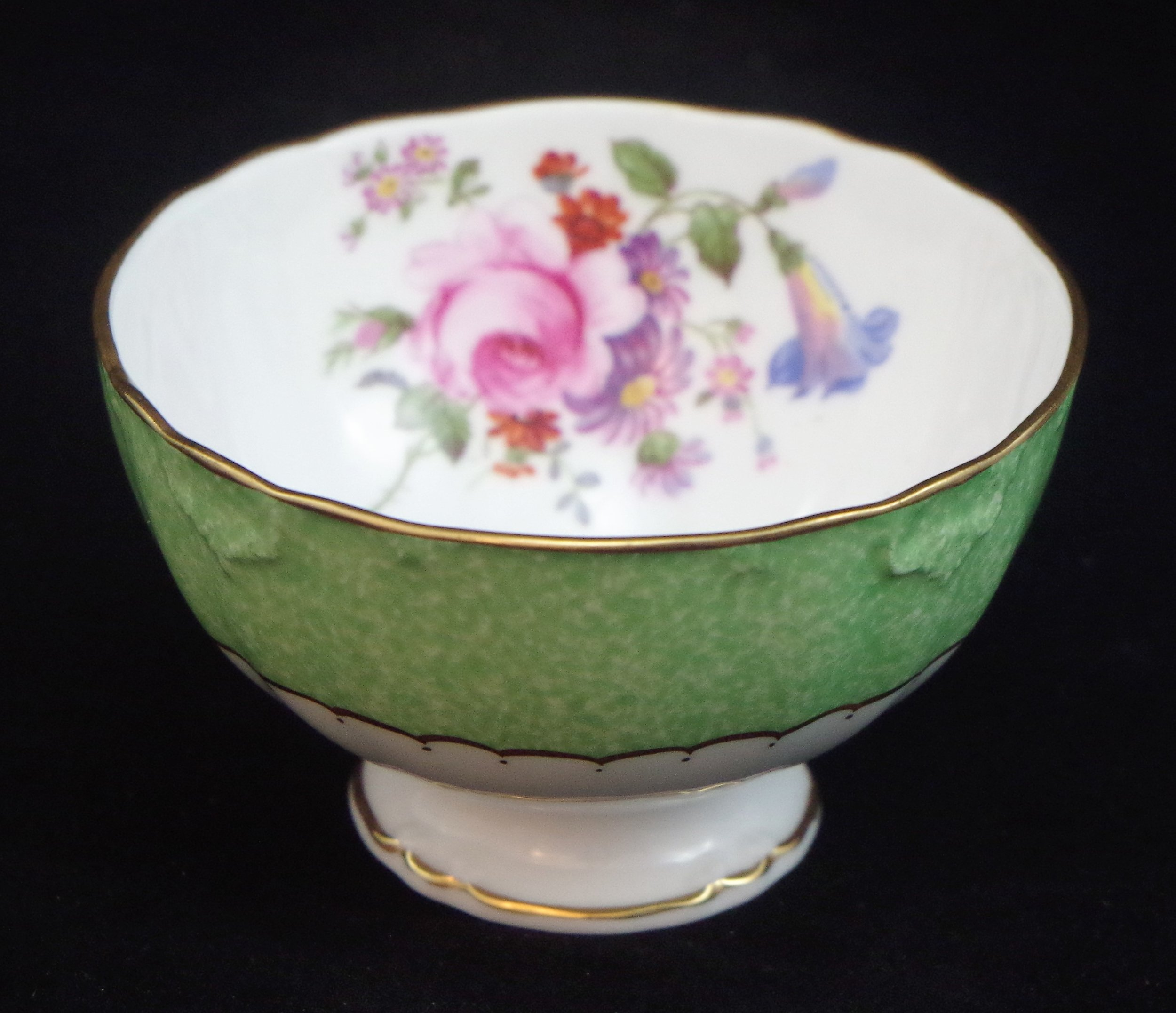 royal-crown-derby-beaufort-shape-sugar-bowl-powdered-green-ground-derby-posie