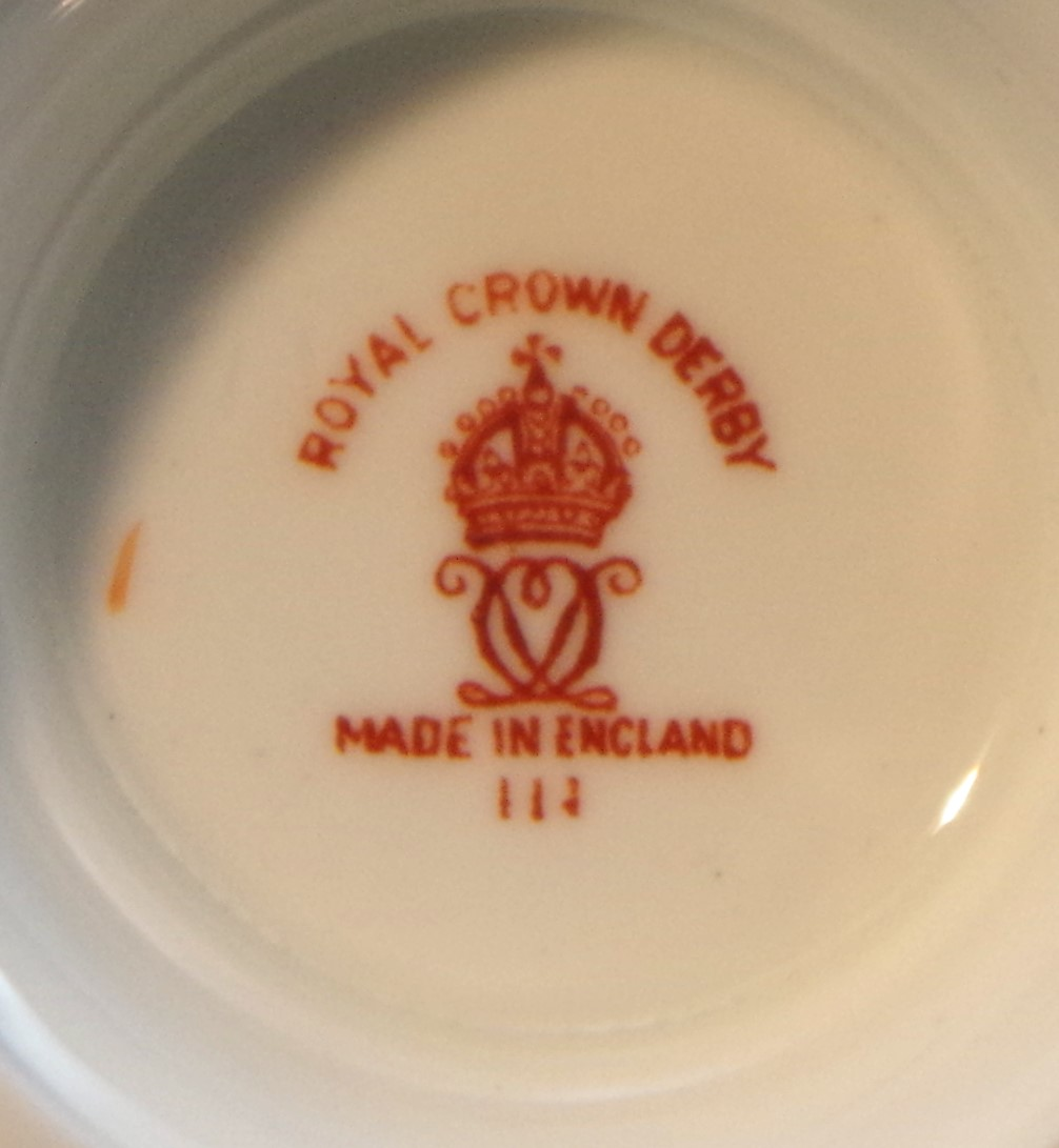 royal-crown-derby-beaufort-shape-sugar-bowl-powdered-green-ground-derby-posie-mark.JPG