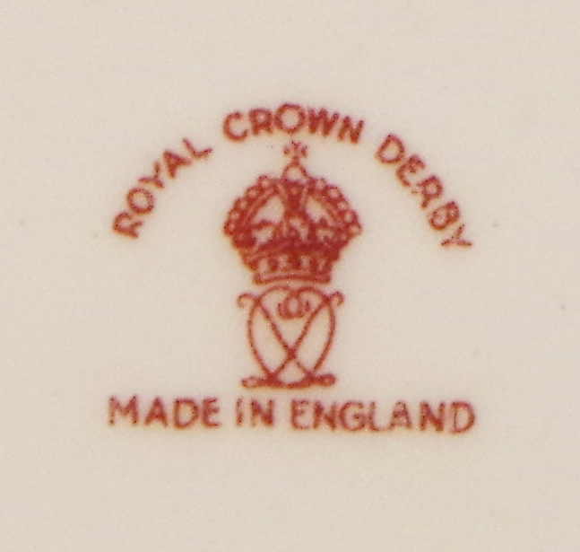 royal-crown-derby-cobalt-ground-barbed-wire-pattern-version-posie-centre-mark