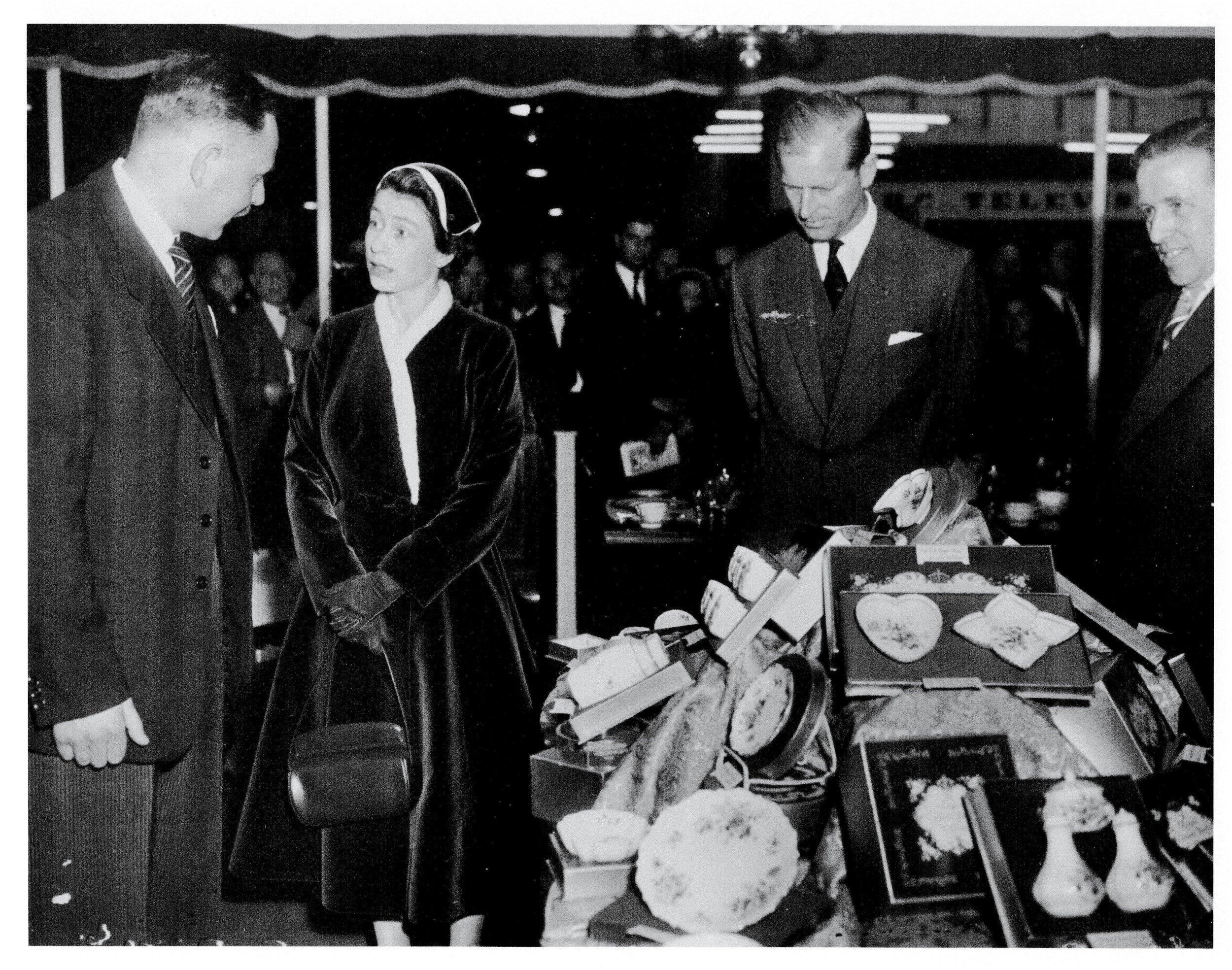 royal-crown-derby-british-industries-fair-queen-elizabeth-phillip-robinson-1955