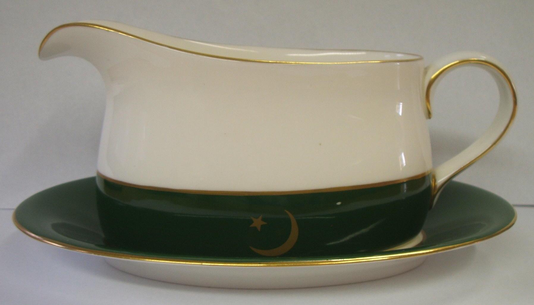 royal-crown-derby-pakistan-embassy-ware-gravy-boat