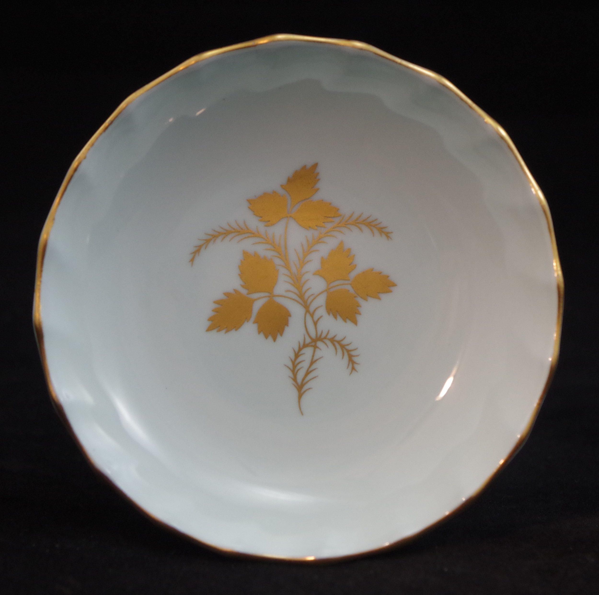 royal-crown-derby-boston-round-tray-celadon-wentworth