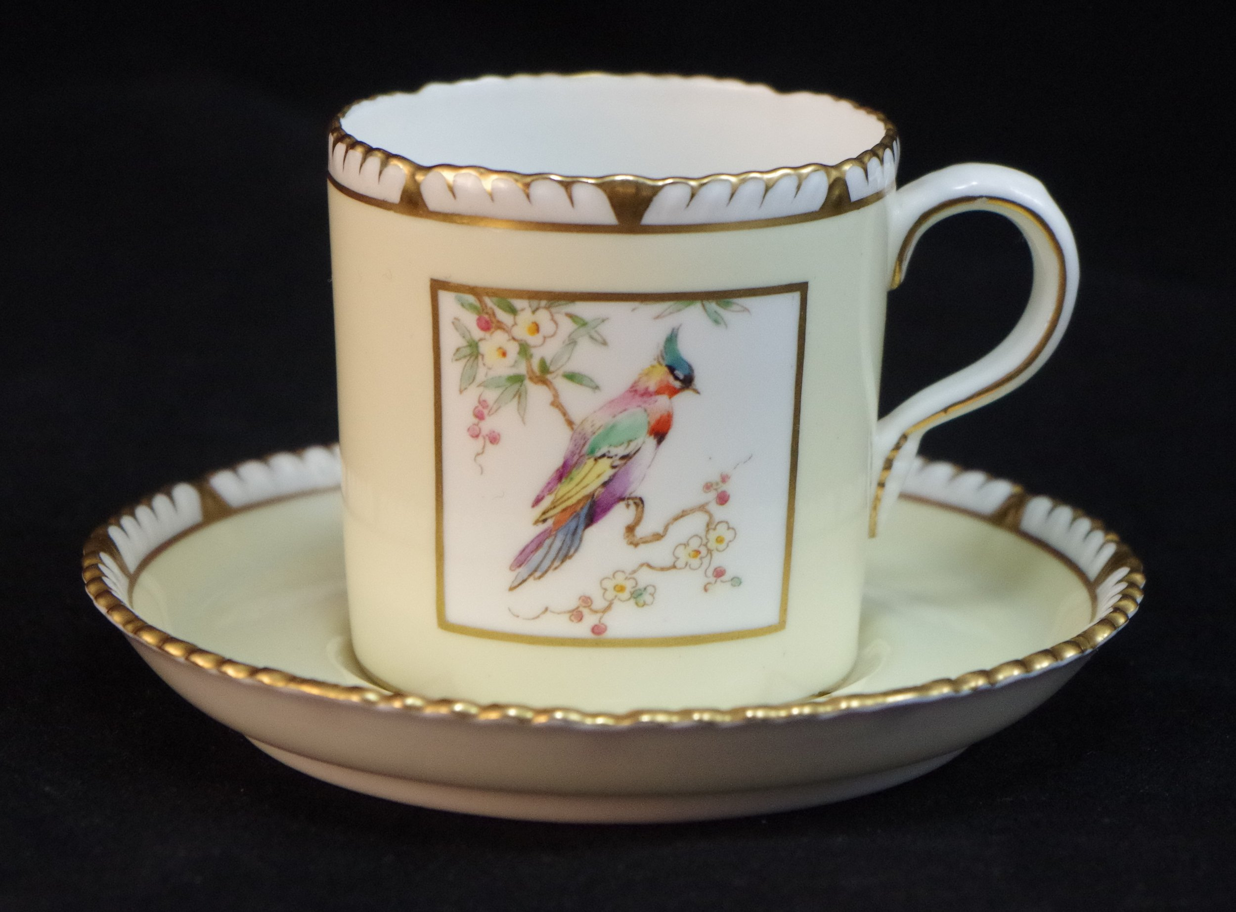 royal-crown-derby-gadroon-shape-square bird-centre-ivory ground