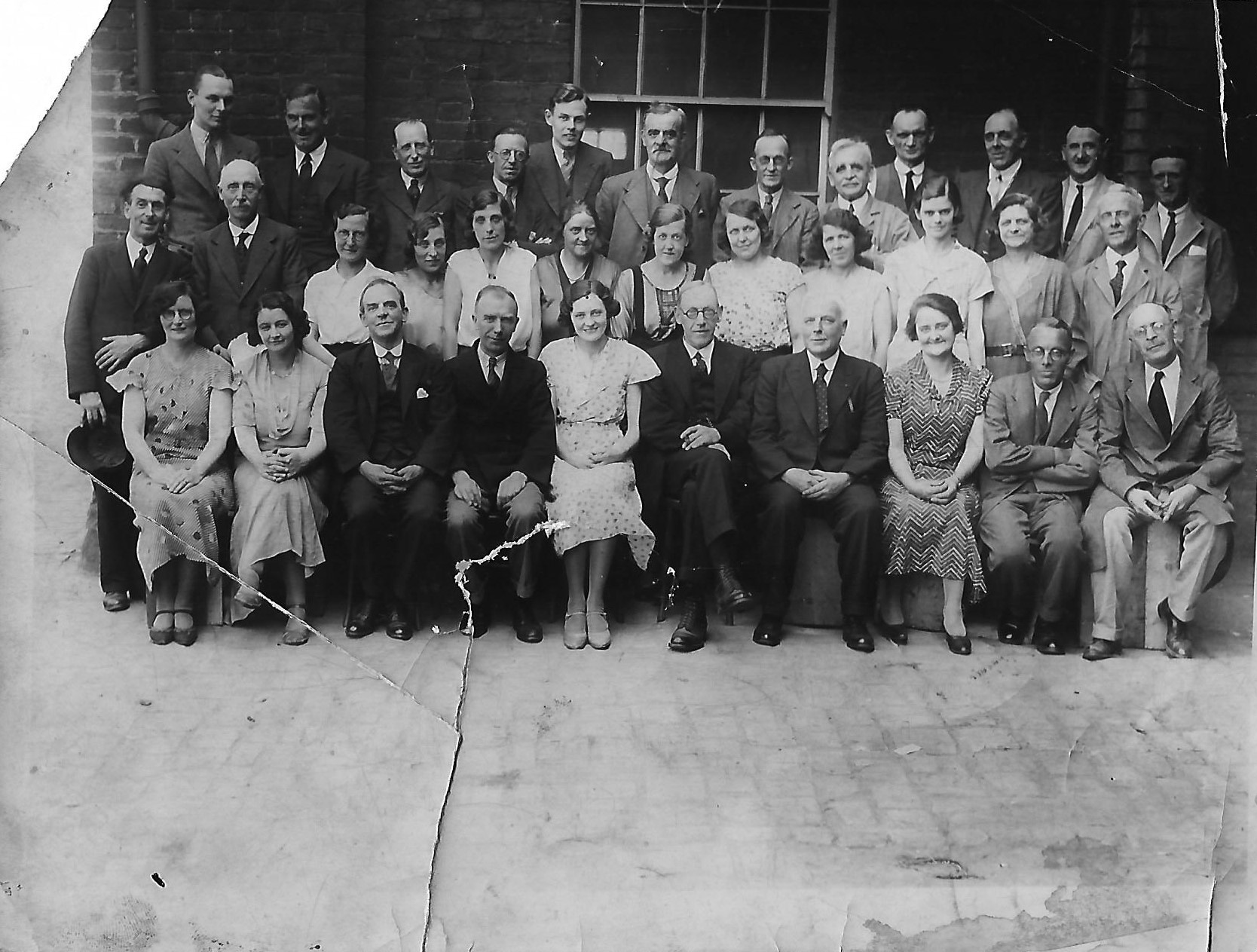 ridgeways-staff-photograph-taken-in-1920s.jpg