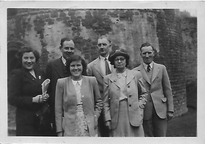royal-crown-derby-works-outing-to-ludlow-castle-1949