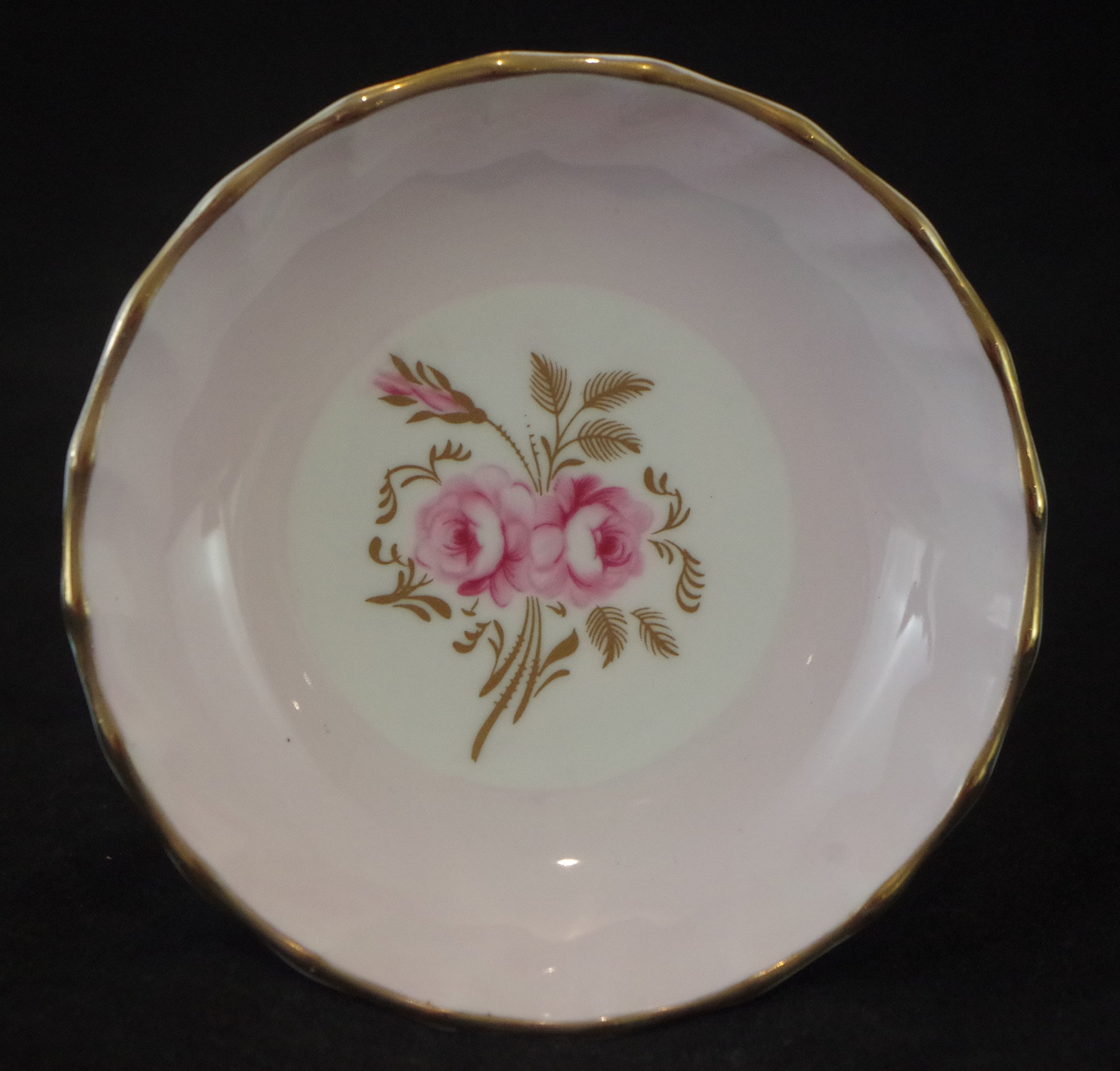royal-crown-derby-boston-round-tray-salmon-pinxton-roses