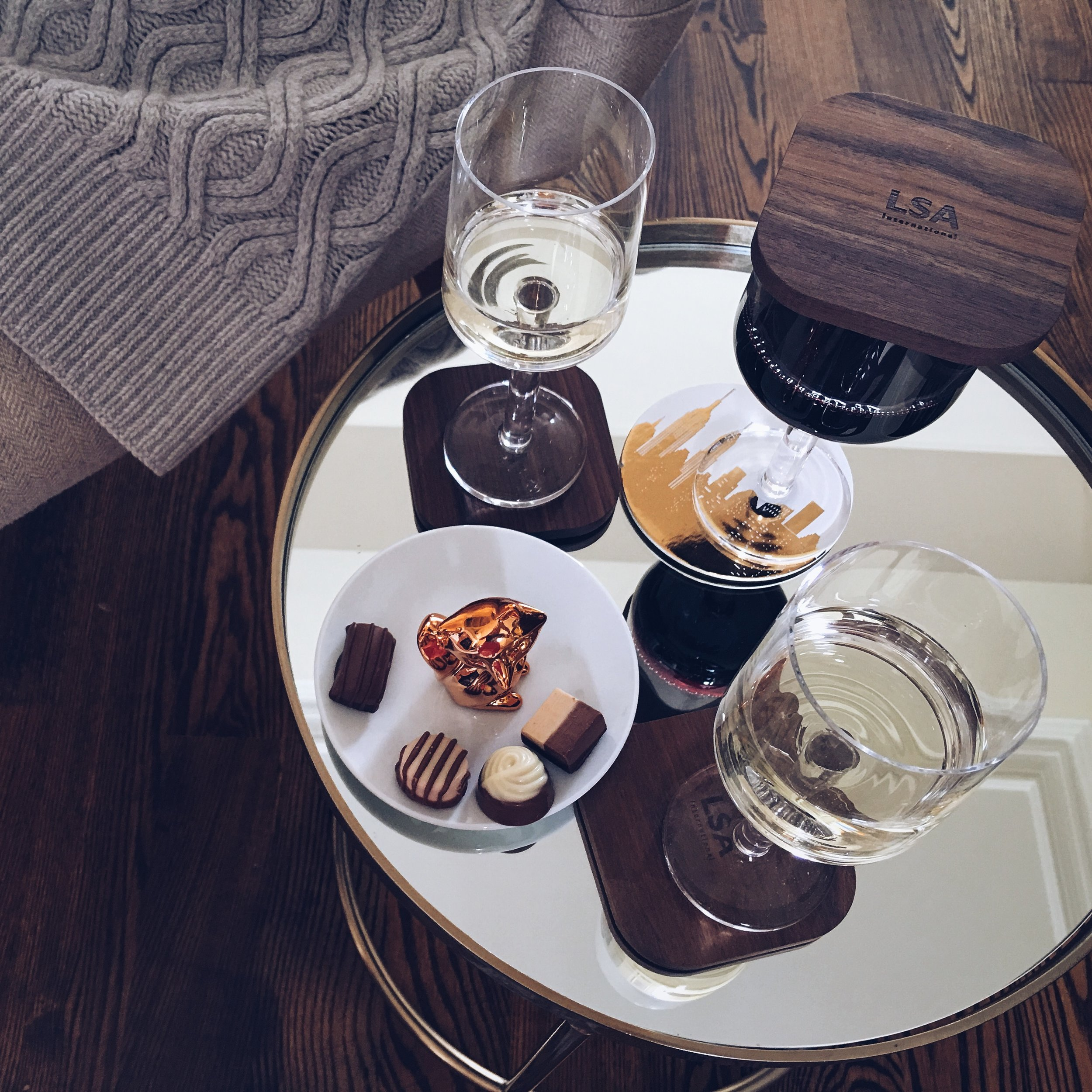 These are the CITY BAR white & red wine glasses by LSA International, which come with a Walnut coaster.