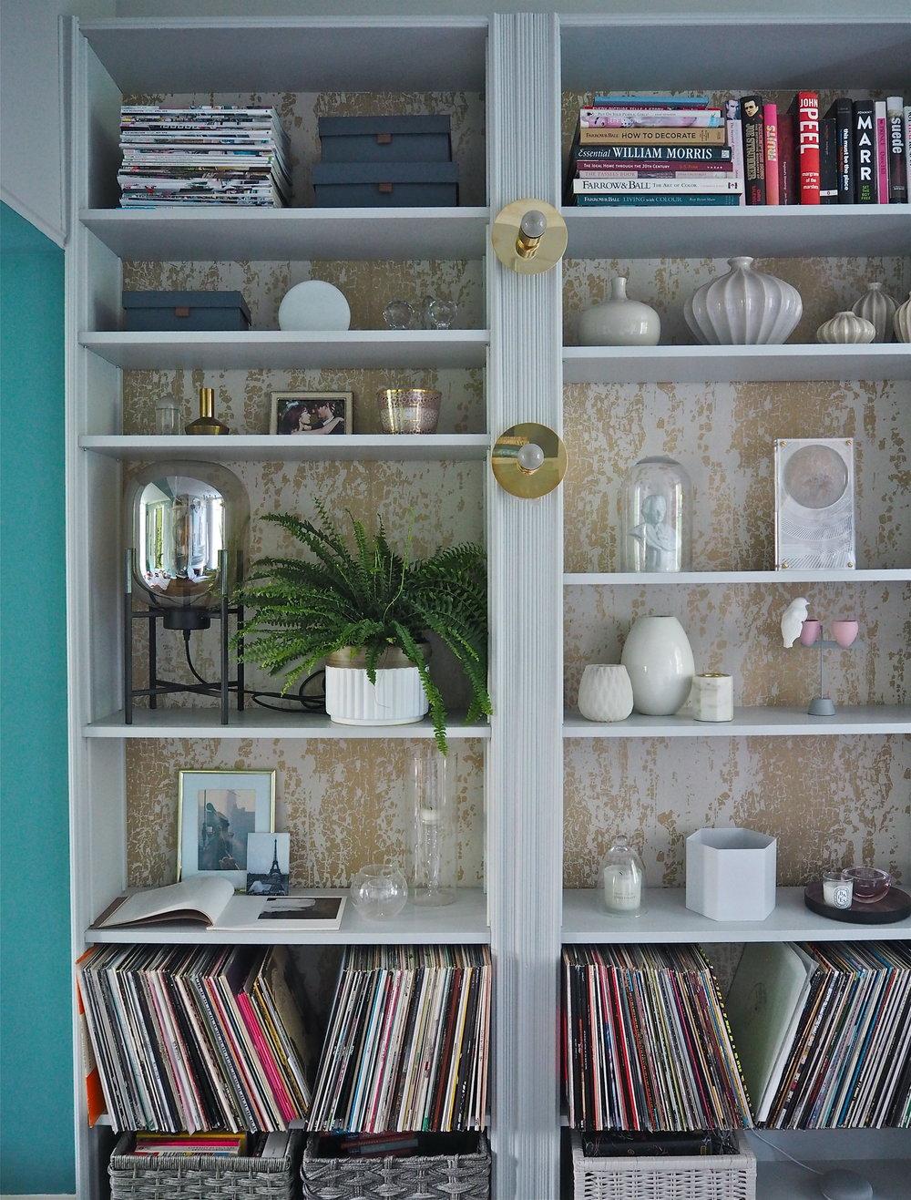 Ikea kast landelijke stijl maken met behang en lijsten