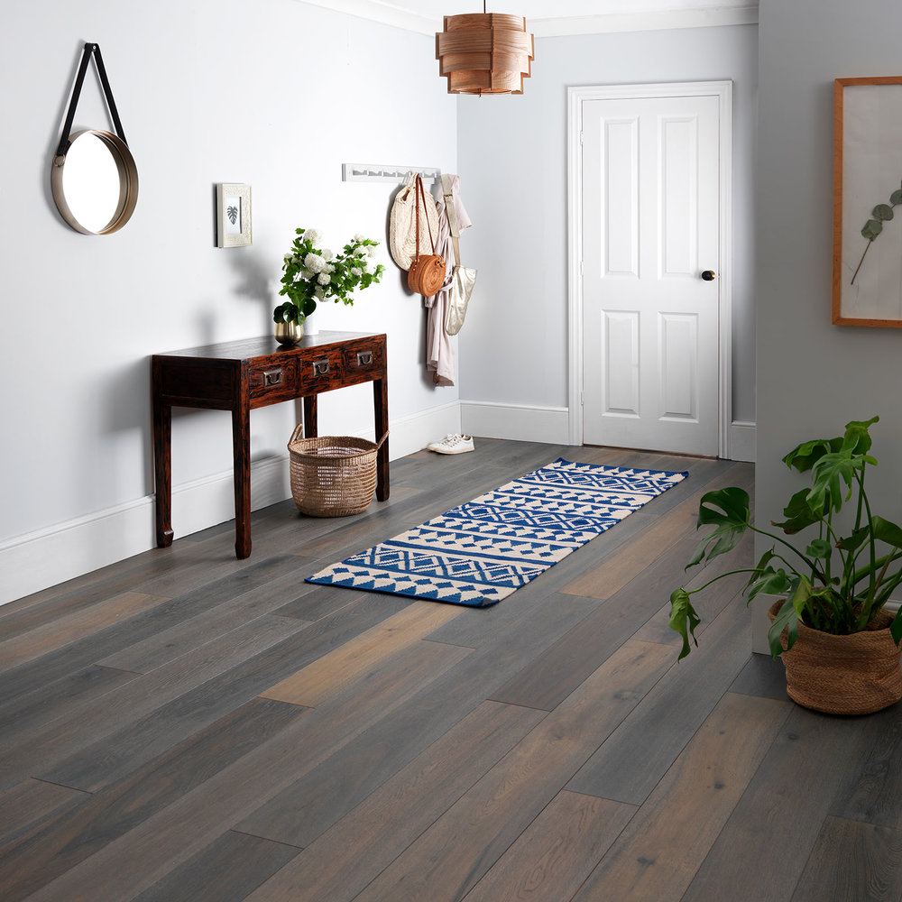 Harlech Stormy Oak Engineered Flooring av Woodpecker Flooring.  Bildkredit: hackspettgolv.