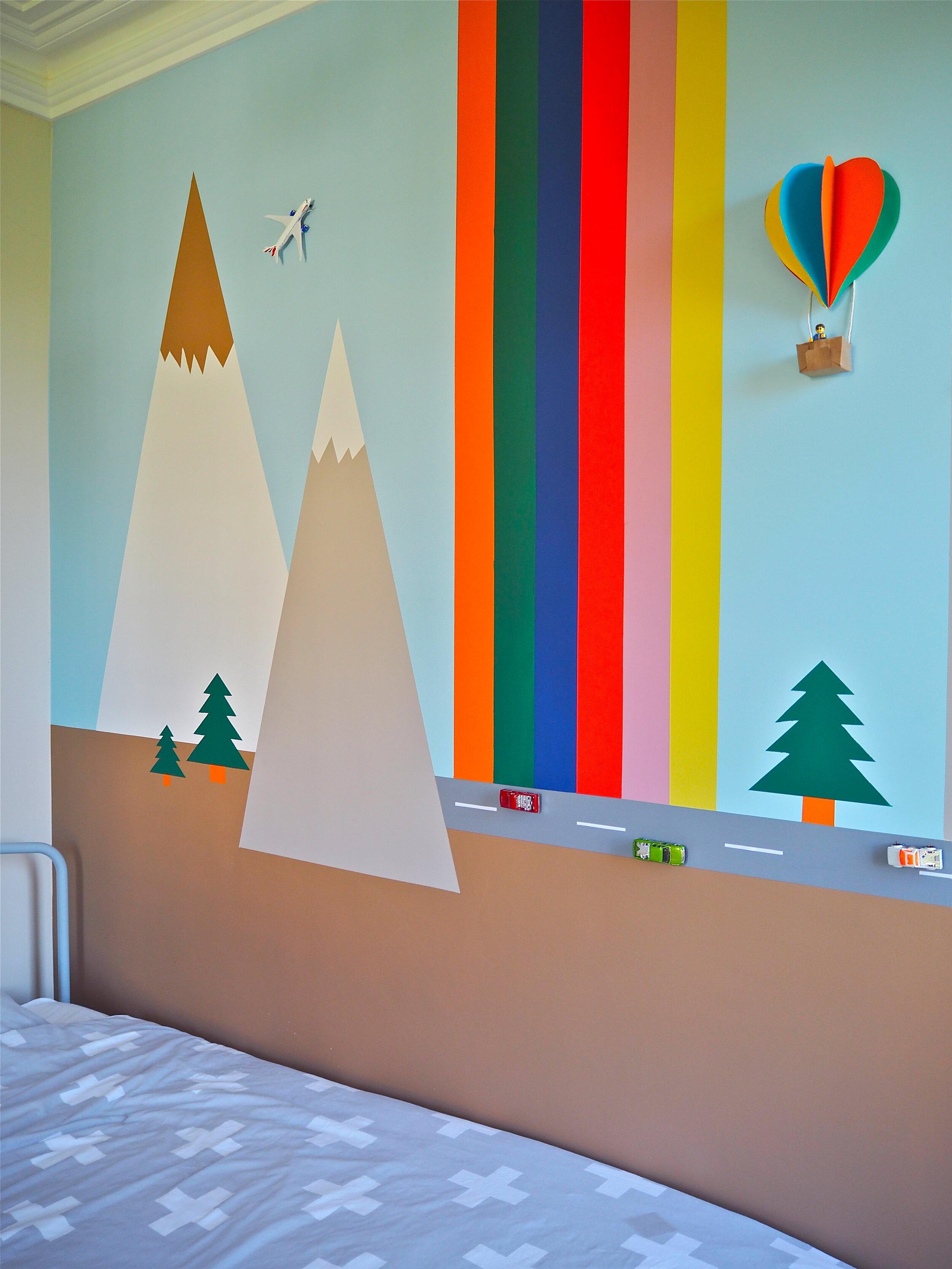 Childs bedroom DIY idea wall mural
