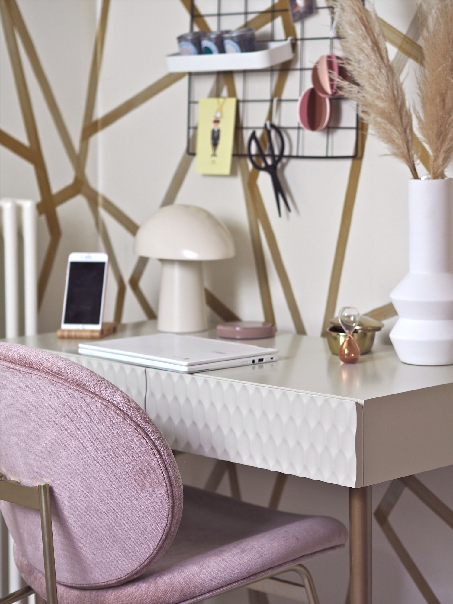 - Working From Home: 5 Compact Desk Designs For Small Spaces