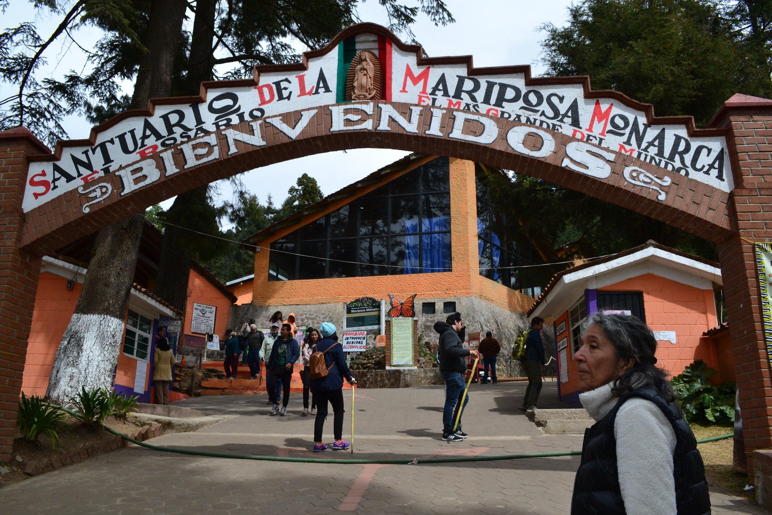 The entrance to El Rosario Reserve