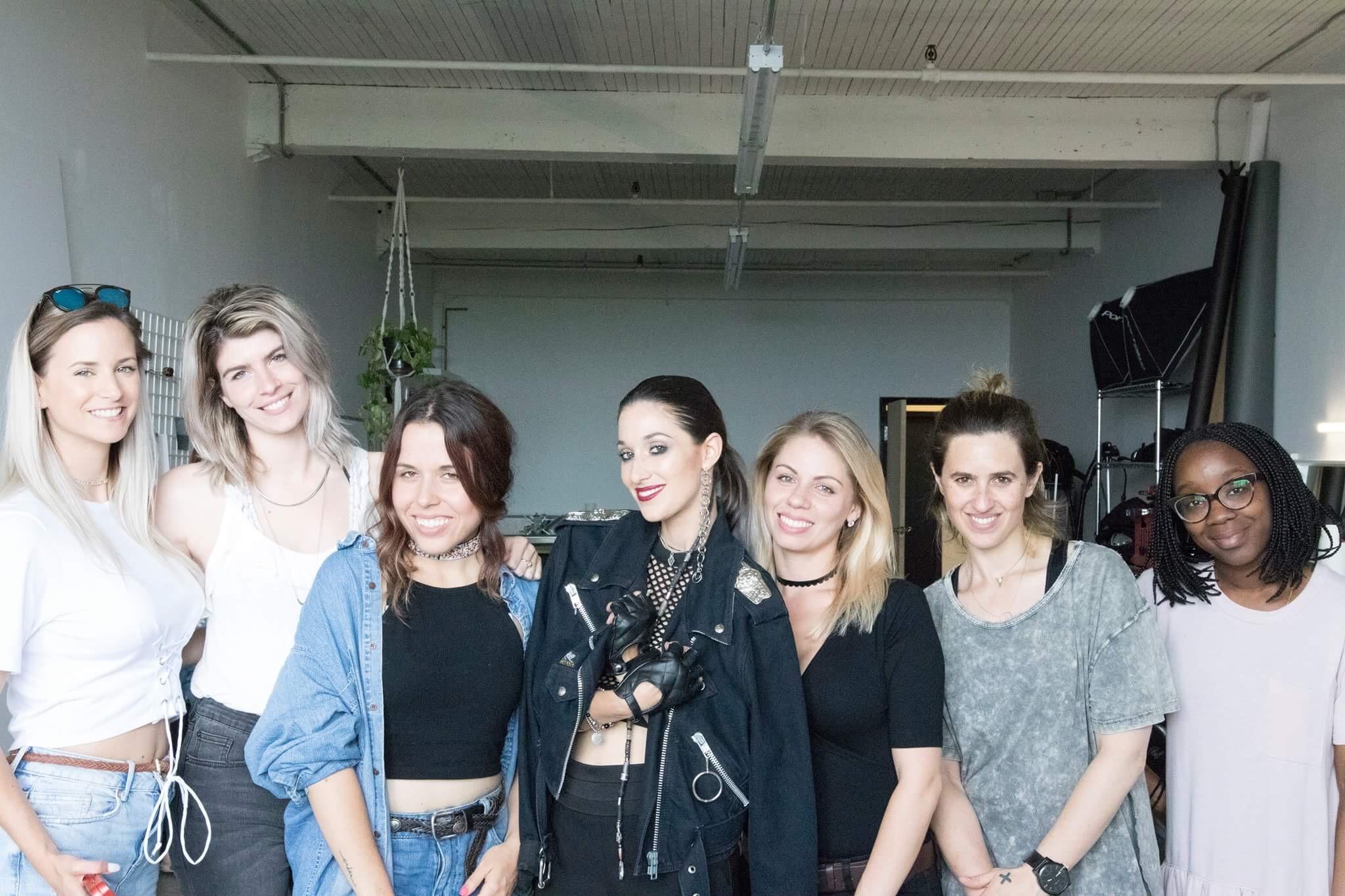 Photo de la team du shooting de la belle Emi Jeen