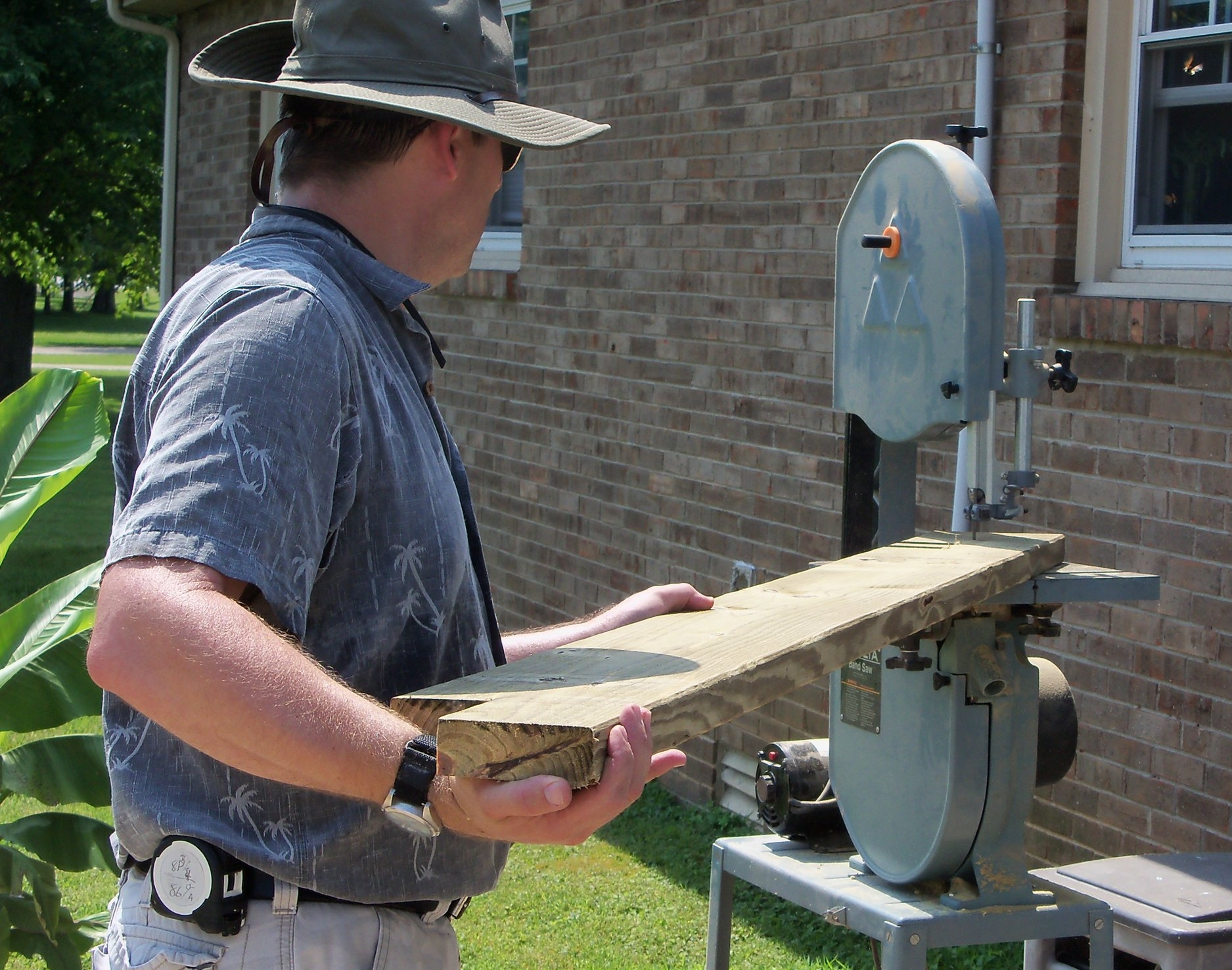 Cutting decorative ends for the pergola on the bandsaw