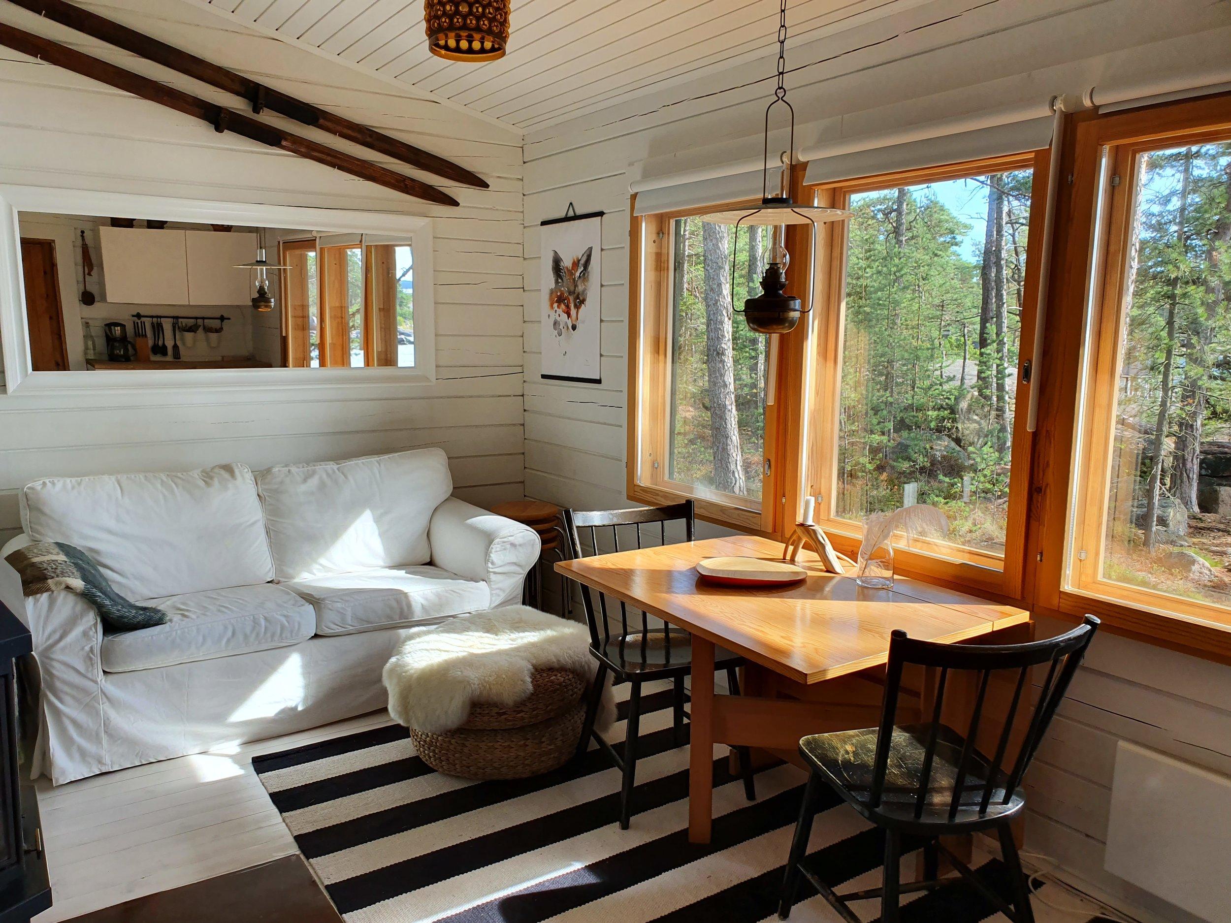 pimp_my_cabin_sofa.jpg