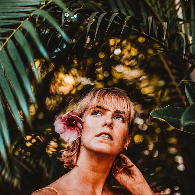 """✨🌺IT'S TROPICAL GIVEAWAY TIME! 🌺✨ . Win a spot to our upcoming Tropical Gangster Yoga Workshop on Sat 28th of Sept and a bag filled with organic cosmetic coconut products from @urtekramsuomi . Easy! . 1)Follow @jonnamonola & @evaestlander & @urtekramsuomi 2)Like this pic👍🏽 3)Share your fave emoji +tag three buddies 👩🏼🦱👩🏽👩🏼🦰 . Winner announced Sept 25th.*** must live in Finland 🇫🇮 . Kookoksen tuoksu, tropiikin lämpö ja lantiota keinuttavat latinorytmit! Kuulostaako kaukaiselta? Nyt Sinulla on mahdollisuus tähän kaikkeen jo 1,5 vkon kuluttua! Järjestämme lauantaina 28.9 """"Tropical Gangster"""" joogailtapäivän ystäväni ja kollegani joogaopettaja @jonnamonola kanssa @pihasali studiolla Helsingin keskustassa ja nyt sinulla on mahdollisuus voittaa paikka tähän super hauskaan ja rentoon tapahtumaan ja lisäksi kassillinen @urtekram ihania kookostuotteita! . 1) Seuraa instagramissa @jonnamonola @evaestlander sekä @urtekramsuomi . 2) Tykkää tästä kuvasta👍🏽 . 3) Jaa lemppari emojisi ja tägää 3 kaveriasi kommentteihin alle 👩🏼🦱👩🏽👩🏼🦰 . Ilmoitamme voittajan ensi viikon keskiviikkona 25.9! . Huom! Osallistuaksesi sinun tulee asua Suomessa.  Pic @linzy.slusher  #giveaway #competition #yoga #jooga #urtekram #urtekramsuomi #coconut #cosmetic #yoginis #yogagirls #finland #yogalife #retreat #treatyourself #giveawaycontest #giveawaytime"""