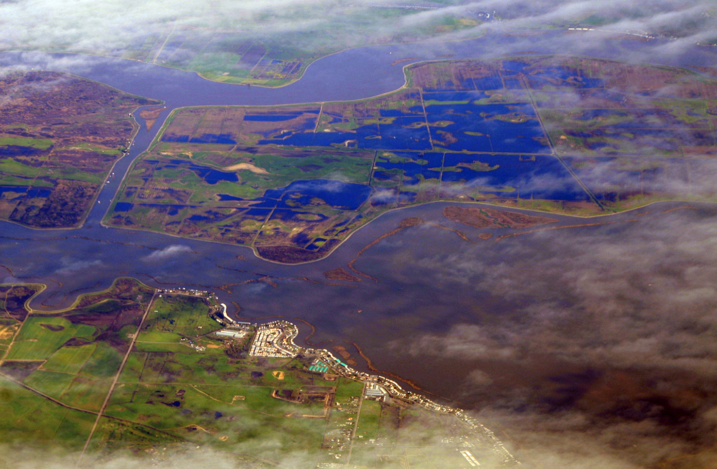 Sacramento, California in the U.S. sits on a delta. It is therefore one of the areas at risk of being submerged but the end of the century if countries don't cut emissions and switch to green power.  ( Doc Searls - Flickr )