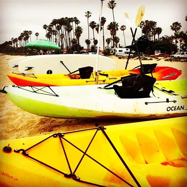 East Beach Rental Kayaks are thirsty for water today! 💦 Stand up Paddle Boards available along with chairs and umbrella :) 🏖🏝🛶🛶🏄🏻‍♂️🌞 #surfsomething #santabarbara #sup #standuppaddle #standuppaddleboard #kayaks #eastbeachrentals