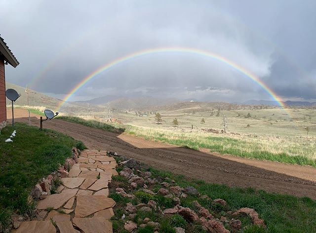 #nofilter #rainbow #colorado #springtime #double #doublerainbow #bothendsareinmyyard @coloradocloudappreciation