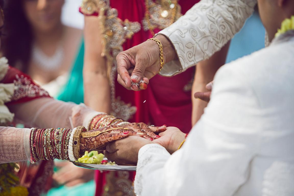 28_dukephotography_dukeimages_wedding_037_duke_photography_dukeimages_dukephoto_weddings_photojournalistic_outdoors.jpg