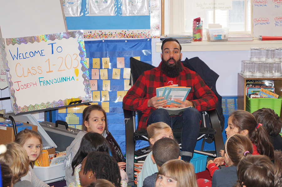 joe franquinha reading to the childrens.jpg