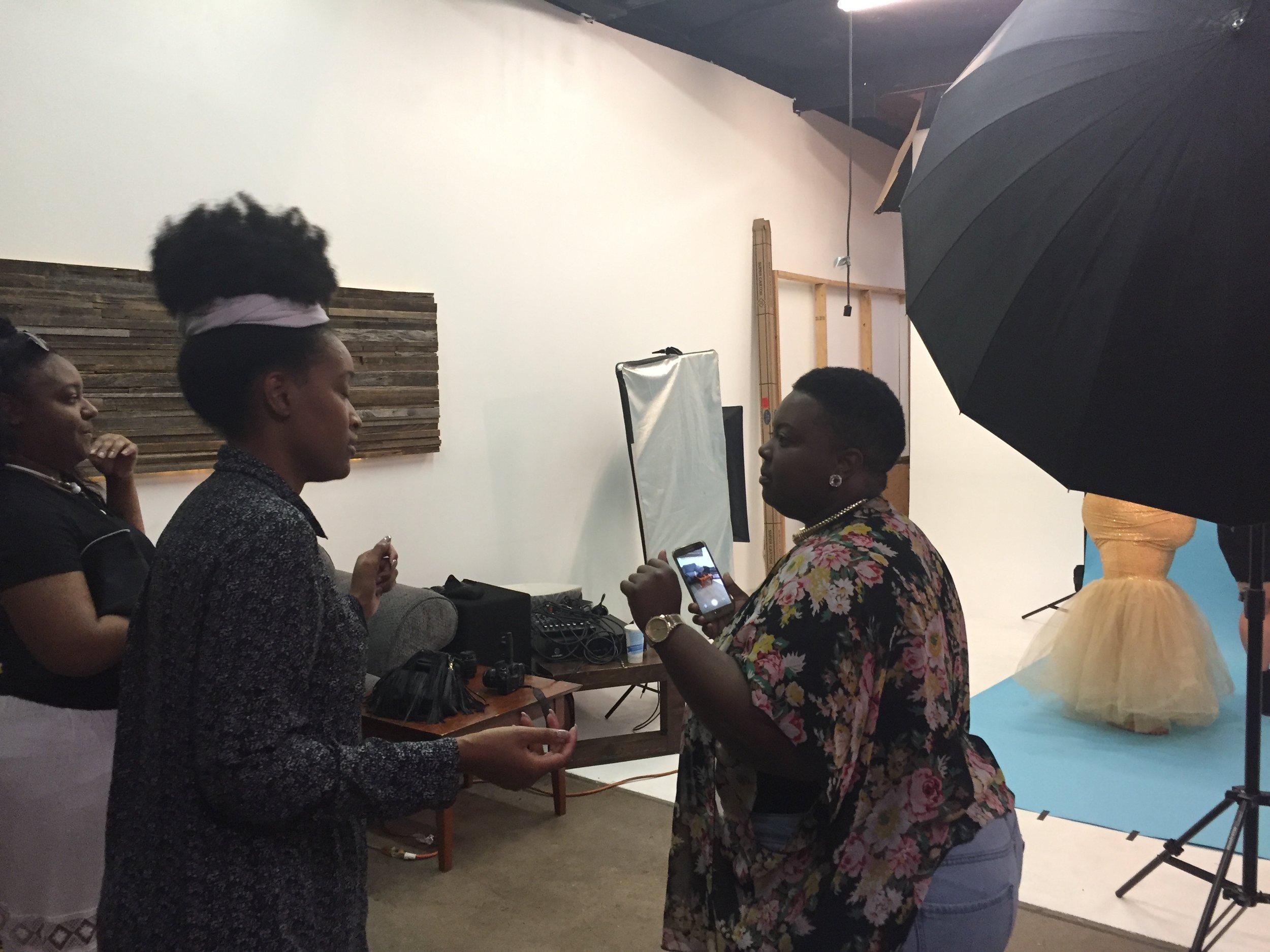 Deanna S Reid, The Social Photog behind the scenes for #azCurves Photo Campaign