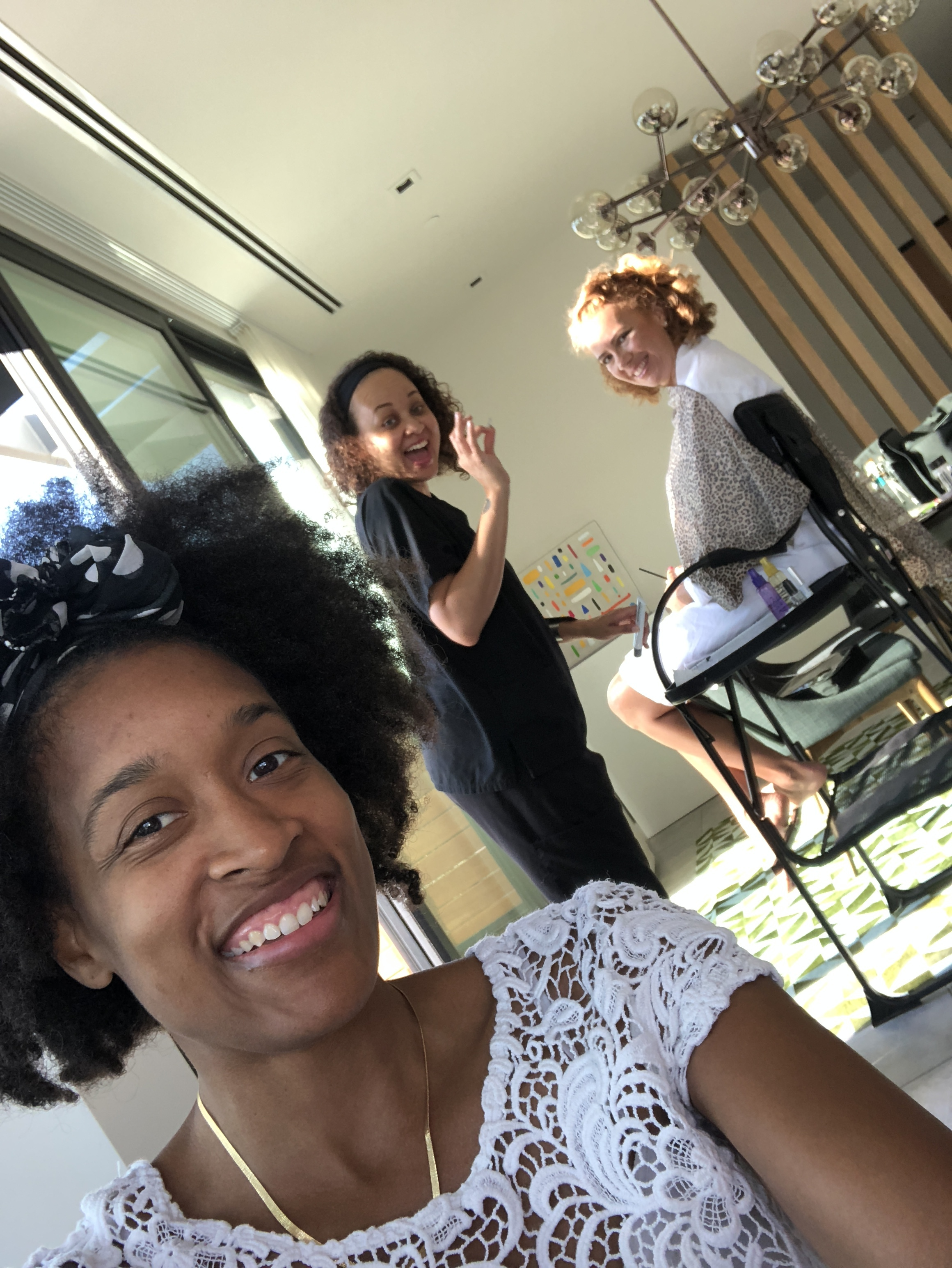 The Social Photog behind the scenes with Celia Schauble and makeup artist Jalia Pettis