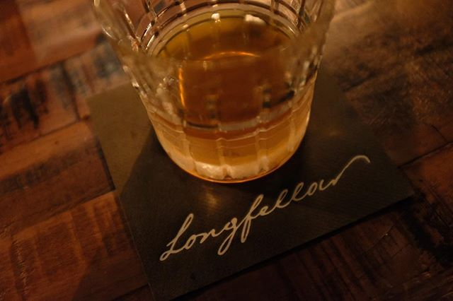 I'm a sucker for old fashioneds and beautiful design. Everything from the napkins, wax paper and wet wipes are branded at @longfellow_bar. Shoutout to the bartenders and designers. 🥃 #tspeats #thesocialphotog #SundayBrunch #brunchphx #brunchaz #phxfoodie #phxfood #phxfoodculture #igersphx #igersaz #myphx #blackgirlsbrunch #blackfemalephotographer #blackwomenphotographers #womenphotographers #blackfoodie #blackfoodies #cambridgefood #cambridgefoodie