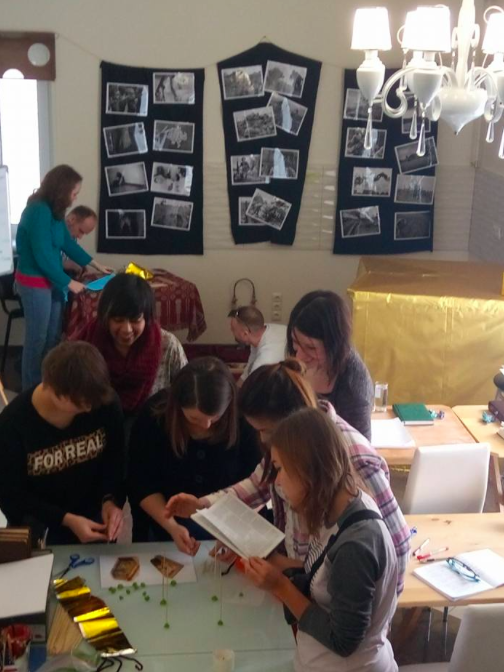 English and Ukrainian teams rushing to build the best mini-model of the Tabernacle in 15 minutes.