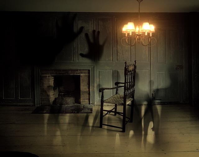 ghosts-572038_640.jpg
