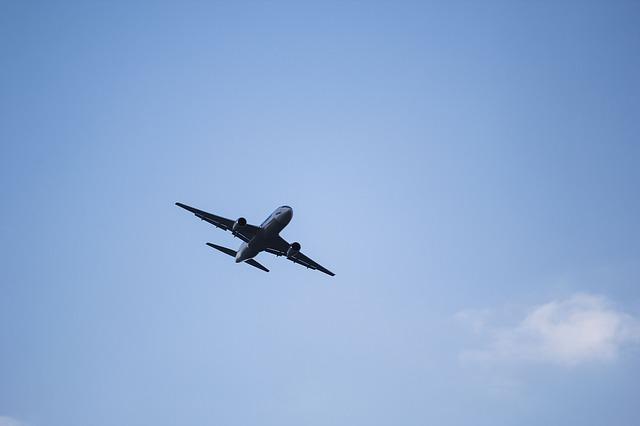 plane-1712737_640.jpg