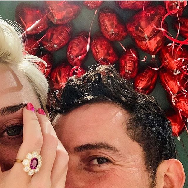 Now this is a piece of jewelry we can get behind 🌺💕🌸 Congrats @katyperry and @orlandobloom
