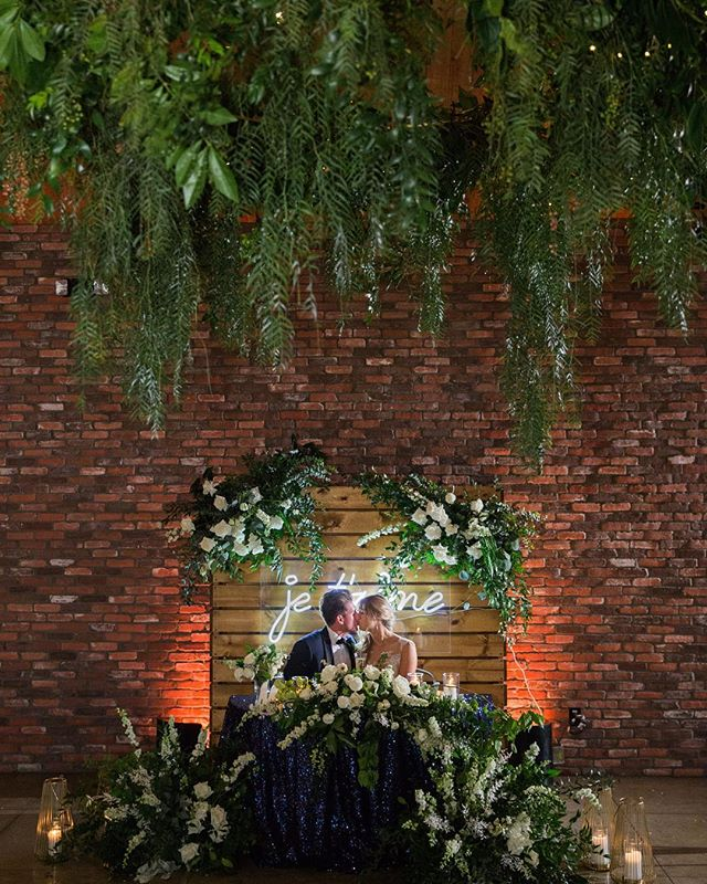 Such a gorgeous night for a gorgeous couple! Congrats Conner and Kylie 💍  Photography: @michellechiuphotography Videography: @jordanwalshfilms Coordination: @detailed.weddings Venue: @thecolonyhouse Catering: @24carrotscatering Florals: @penelopepotsfloraldesign Hair/Makeup: @beingsummerrose Music/DJ: @voxdjs Cake: @danielle_keene Officiant: @alexanderofficiants